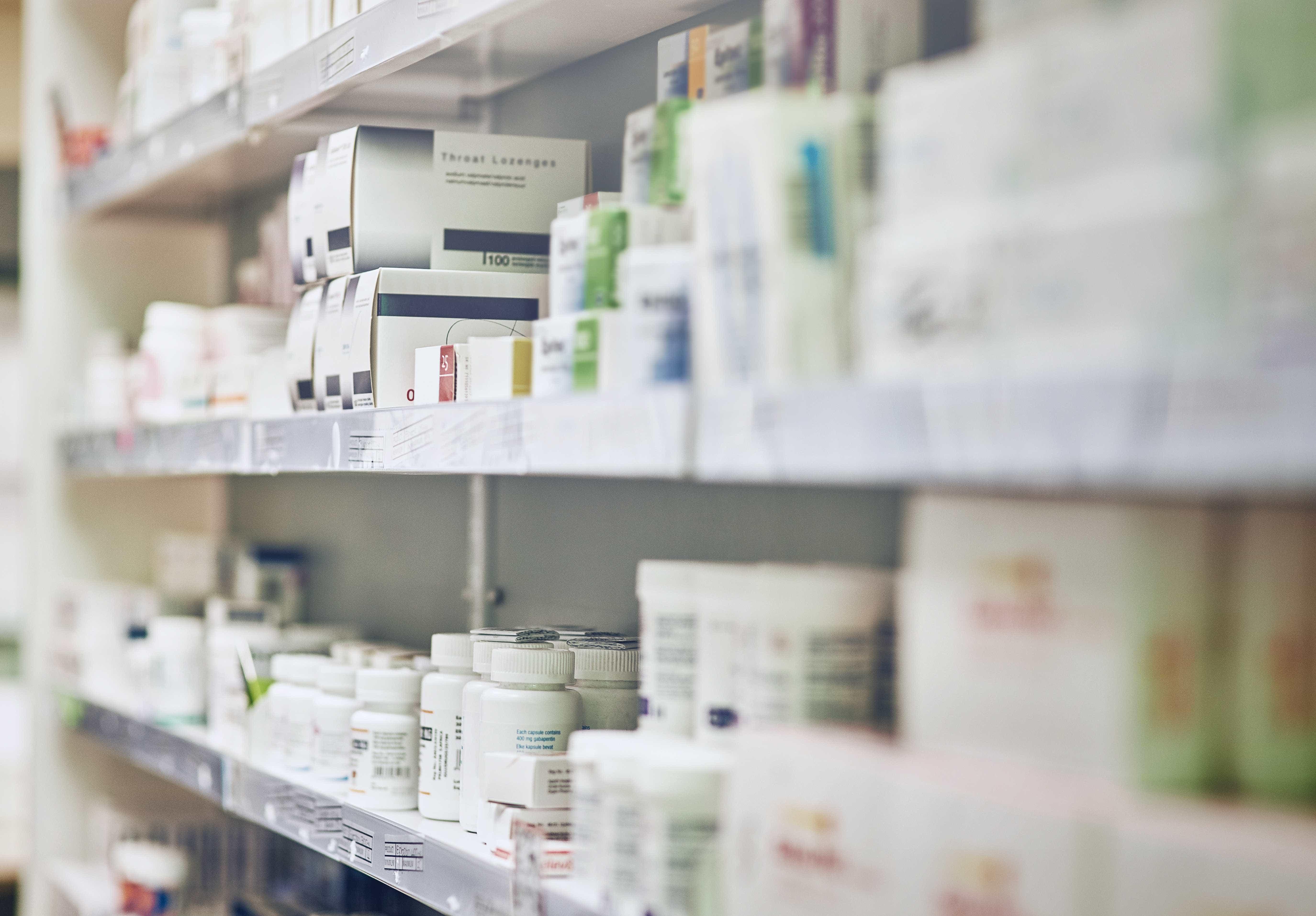 Dono de farmácia mata suspeita de assalto e atira em comparsa no DF
