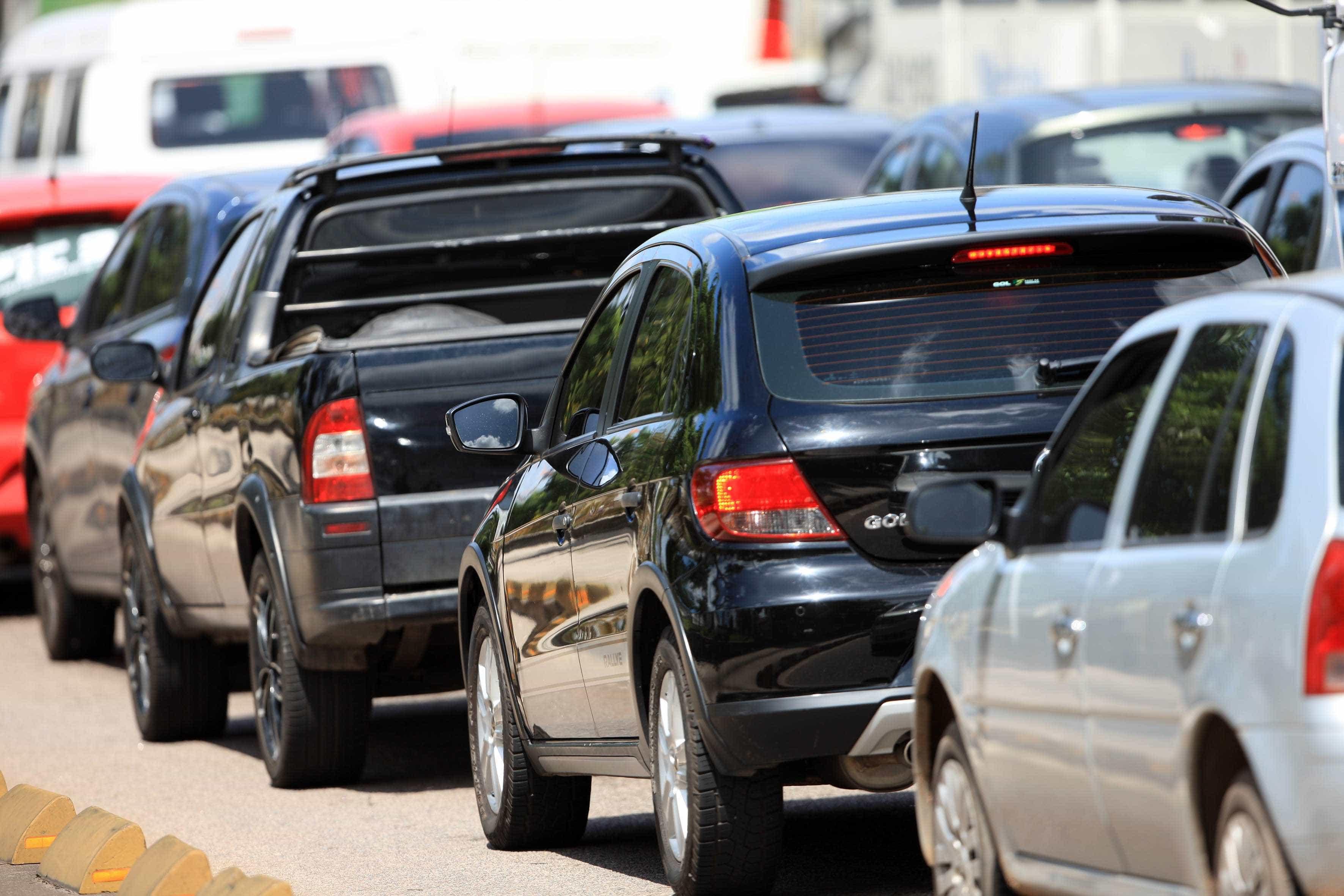 Interdição da Tamoios gera transtorno e congestionamento de 20 km