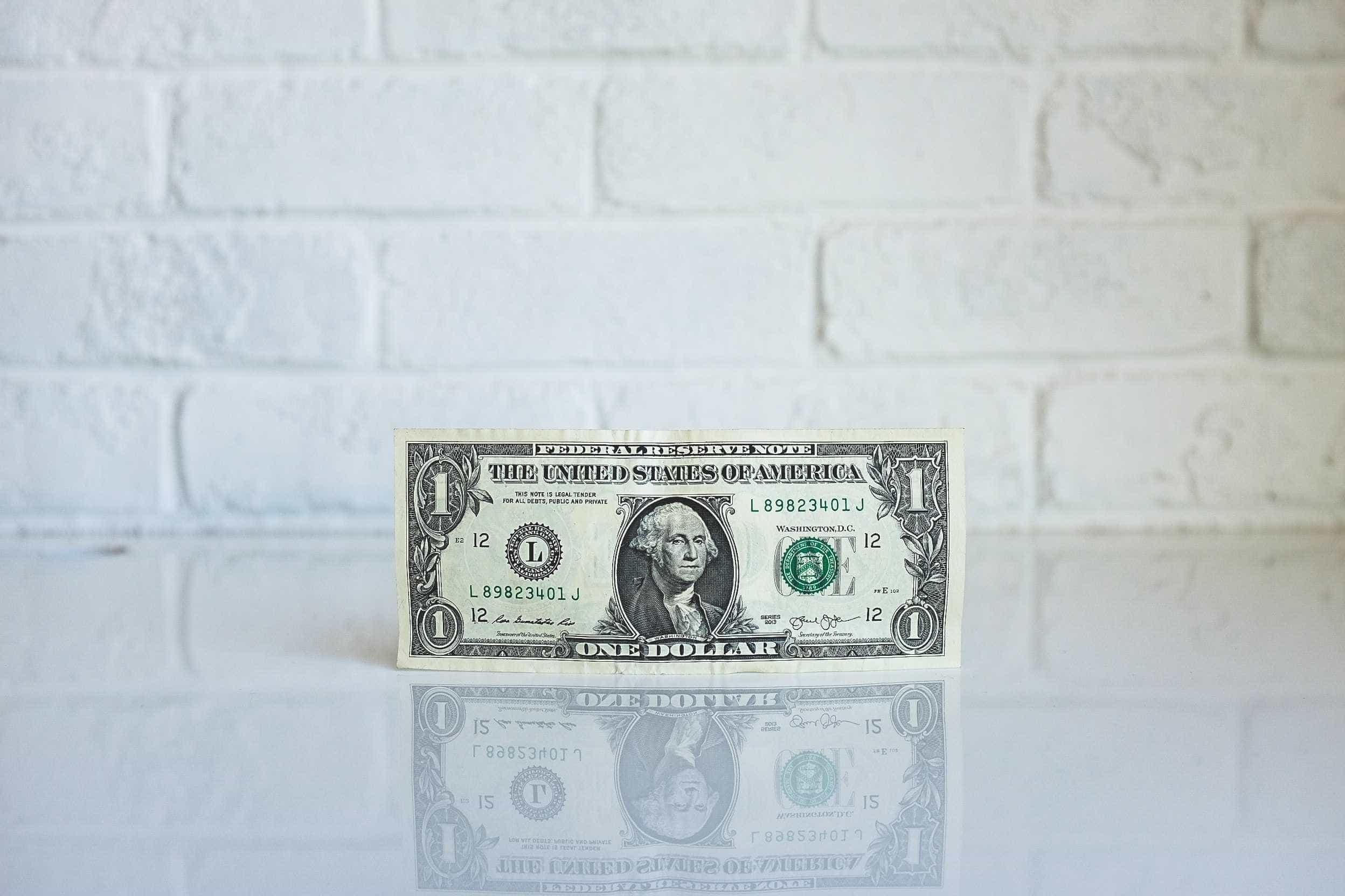 Dólar abre a semana em queda, cotado a R$ 4,08