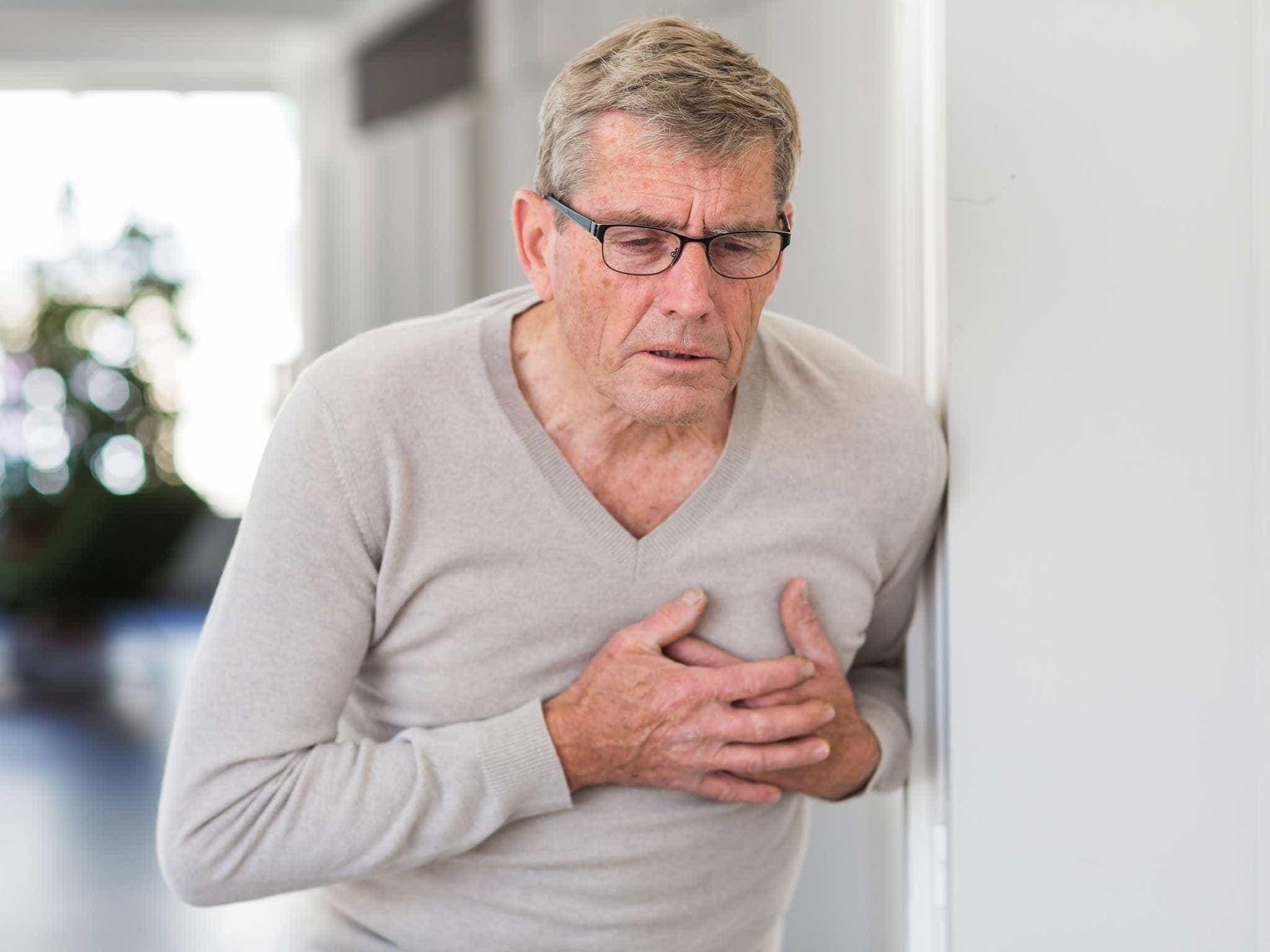 8 sinais que seu corpo dá 1 mês antes de infartar