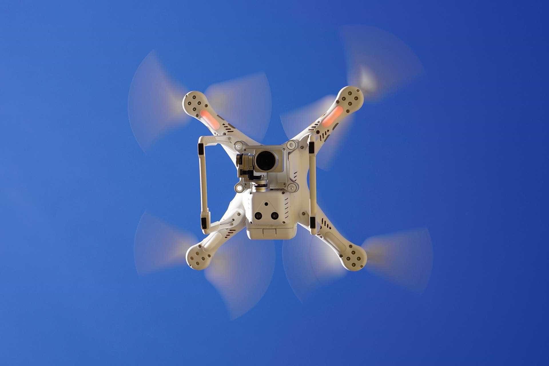 Drone ajuda polícia a encontrar bandidos em fuga no RJ; oito morrem