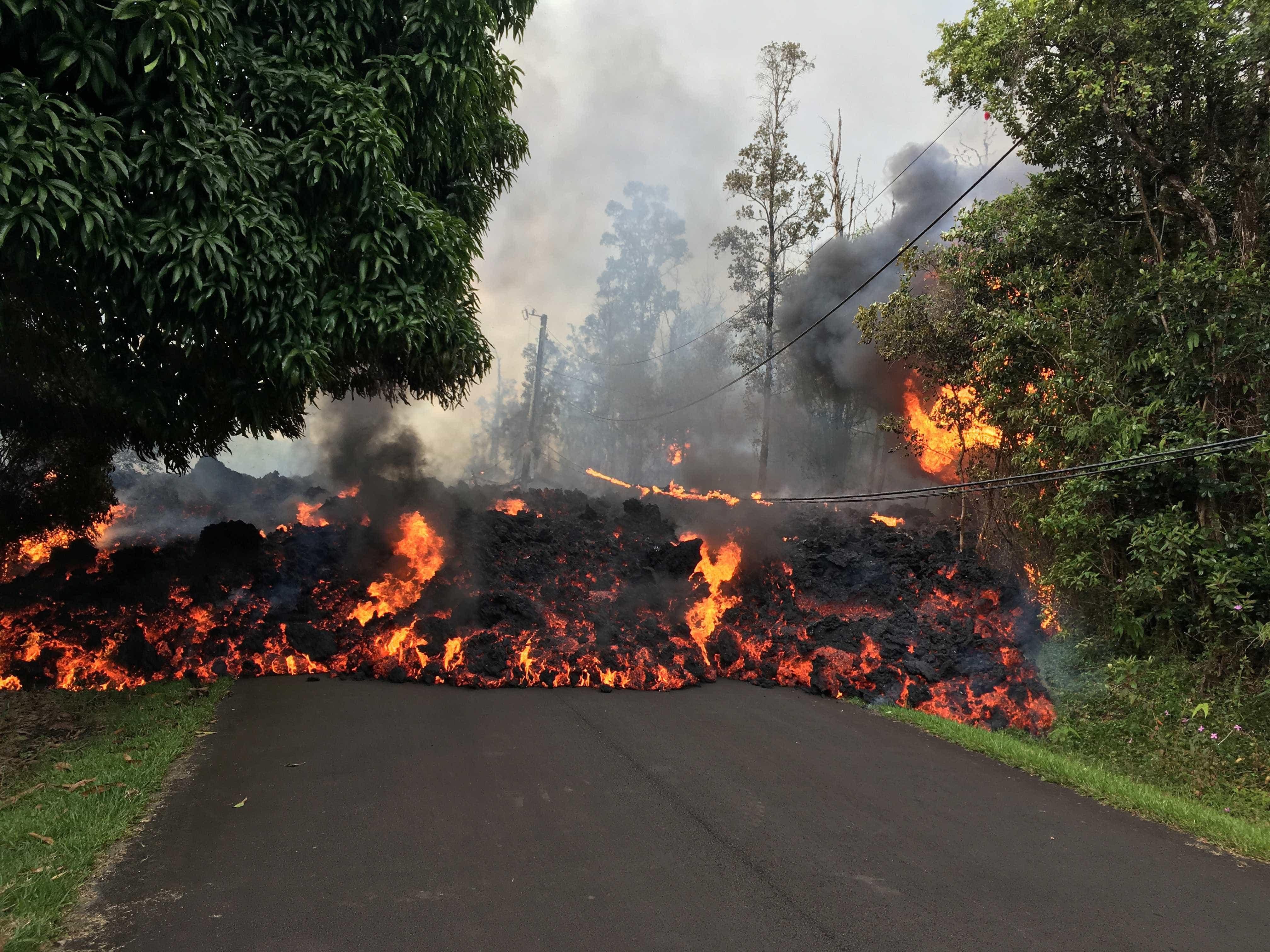 Imagens aéreas mostram avanço da lava do vulcão Kilauea no Havaí