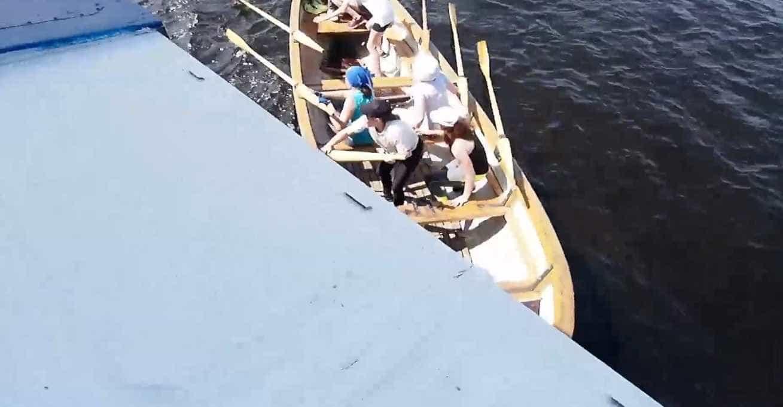 Remadores perdem controle de canoa e quase sofrem acidente grave