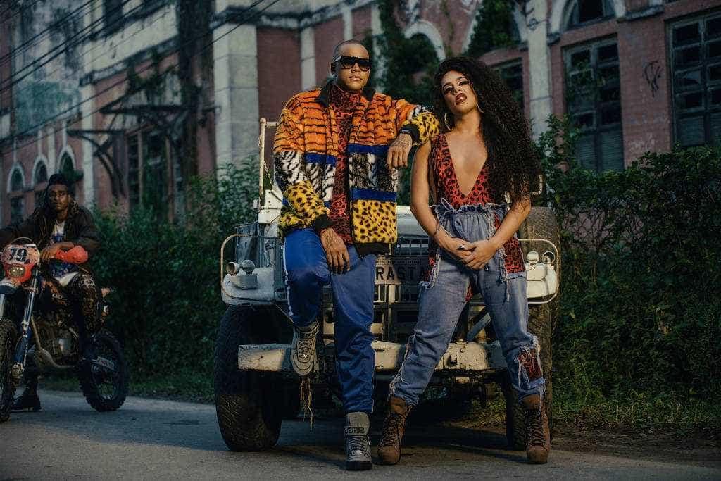 Leo Santana grava clipe de 'Arrasta' com Gloria Groove