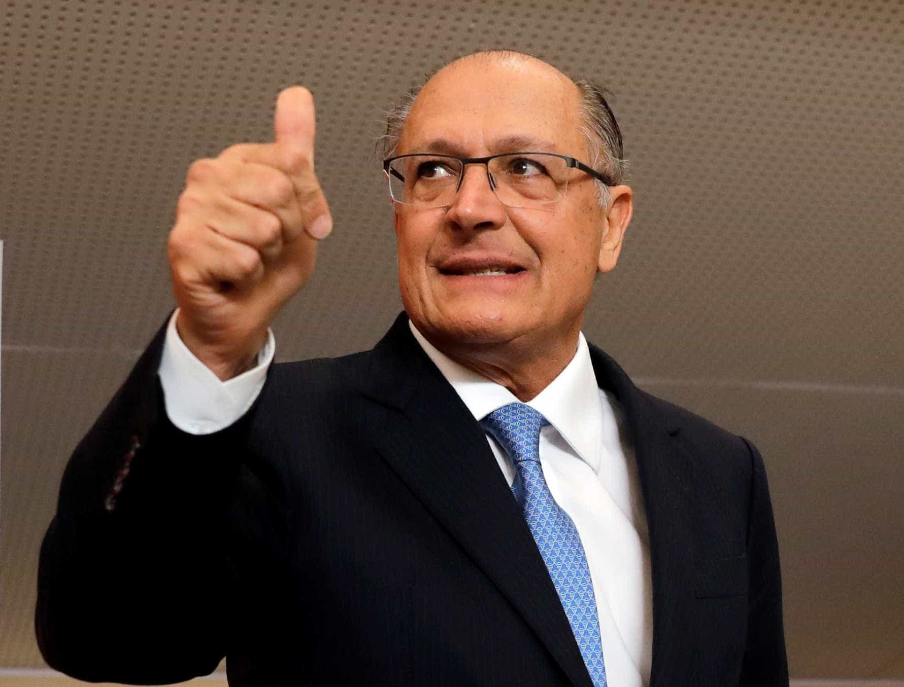 'Veja' coloca foto de Alckmin na capa do seu Twitter