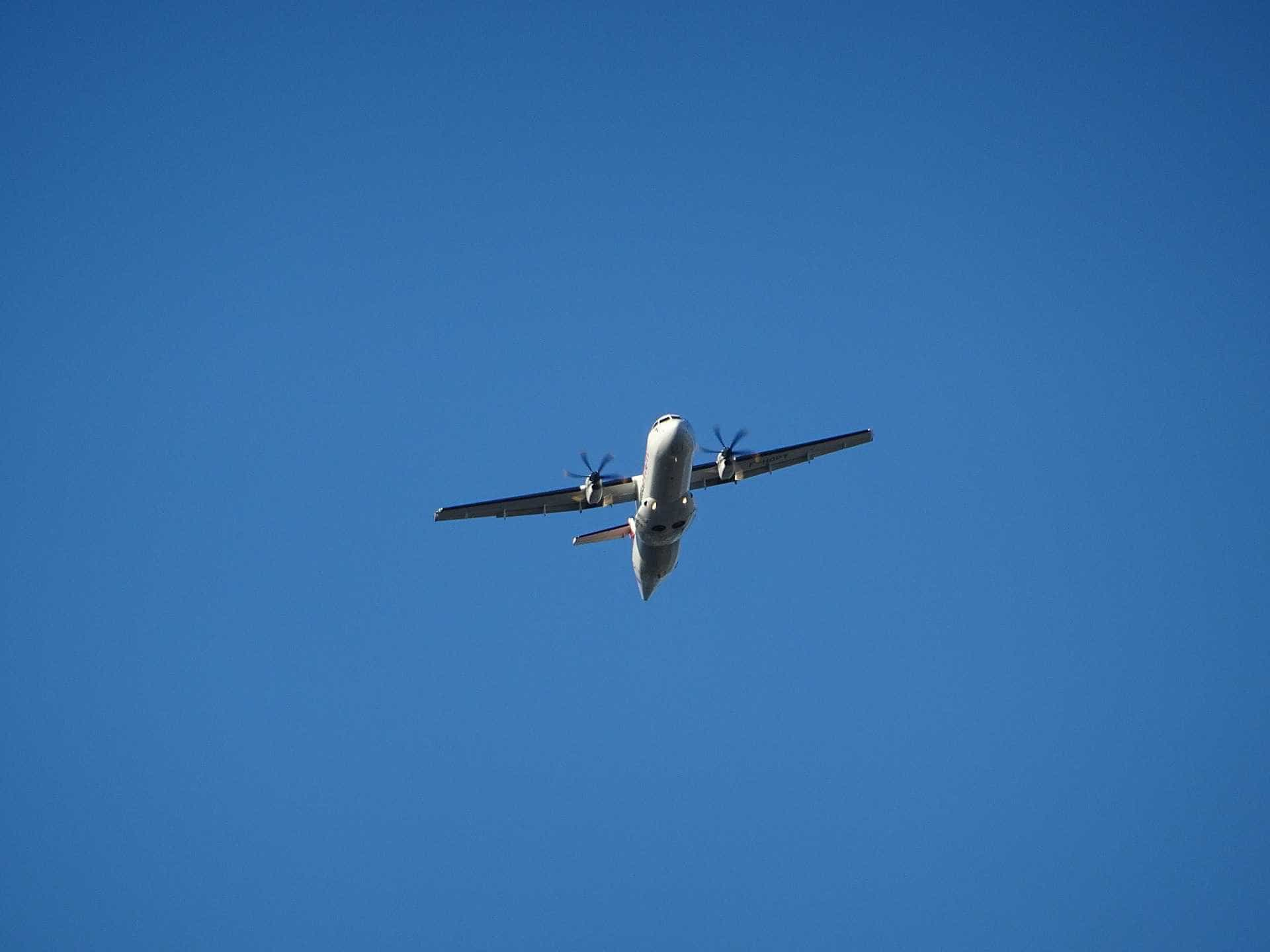 Avião de paraquedismo cai na Irlanda; duas pessoas estão desaparecidas