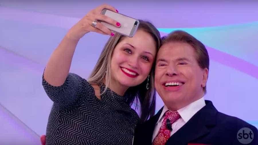 Fã chora ao tirar foto com Silvio Santos após três anos tentando