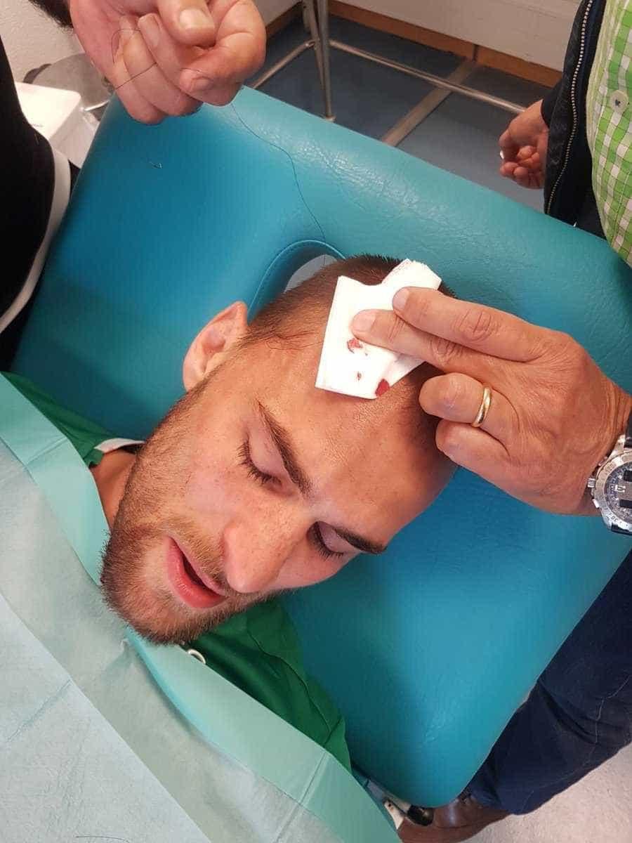 Atacante que foi espancado por torcedores do Sporting está em choque