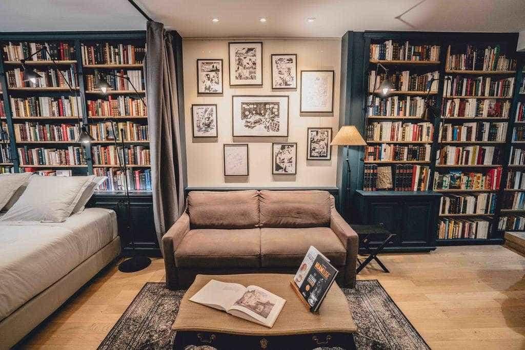 Livraria abandonada vira hospedagem cult em Paris