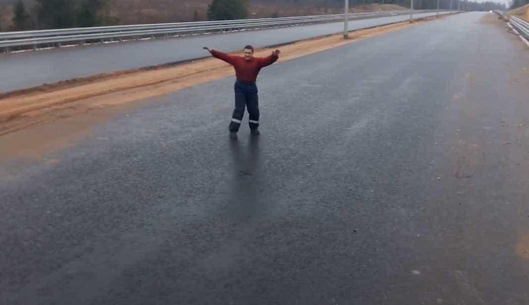 Estradas na Rússia mais parecem pistas de patinação
