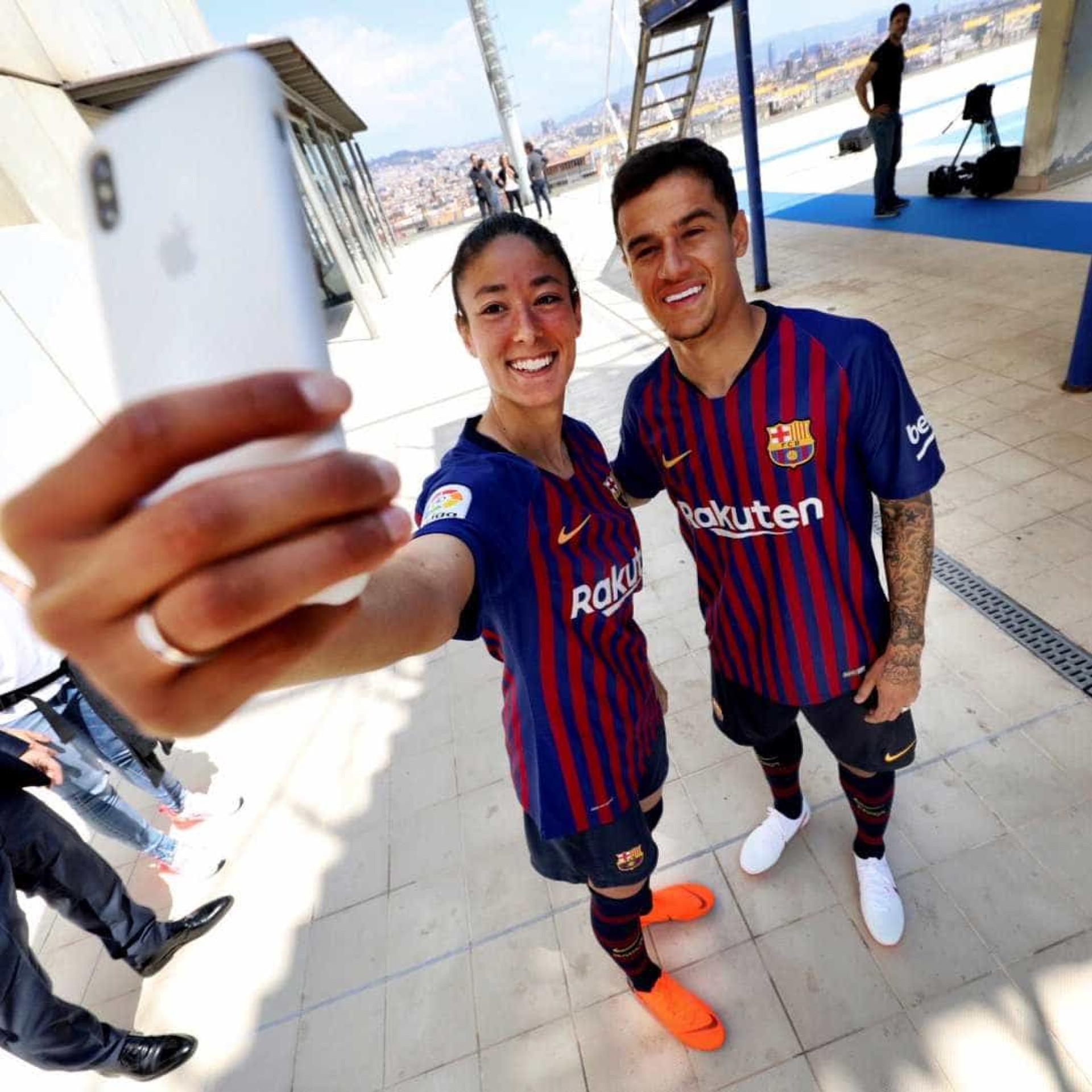 49208fdf0b Barcelona apresenta seu novo uniforme para a temporada 2018 19  veja