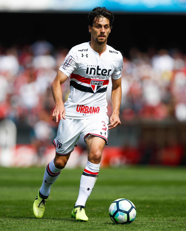 Flamengo anuncia contratação de Rodrigo Caio