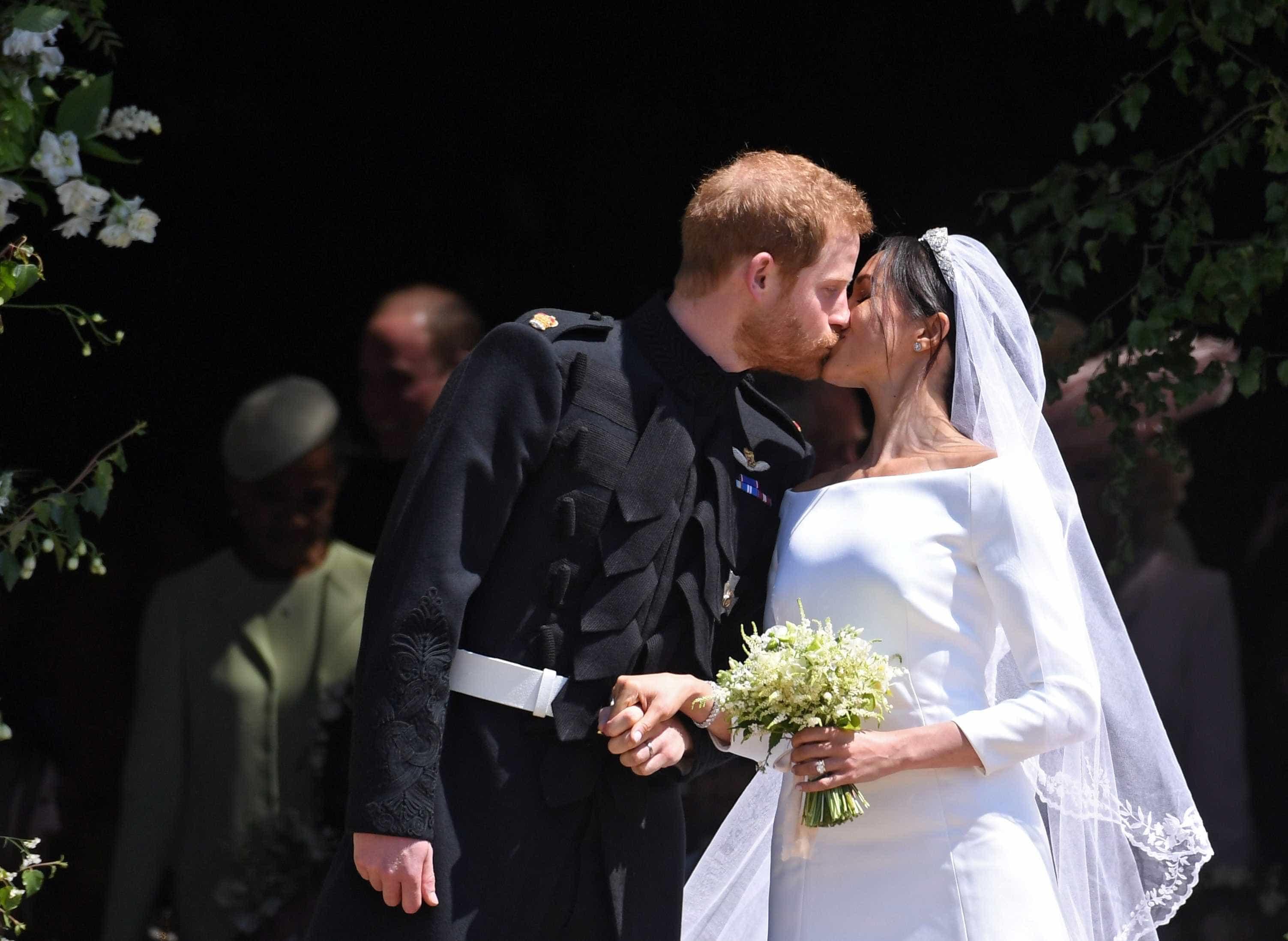 Harry e Meghan adiam viagem de lua de mel
