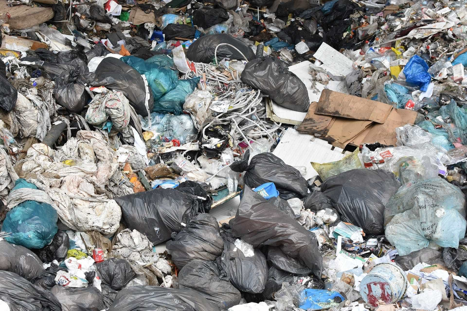 Prefeito é preso por depositar lixo em aterro interditado