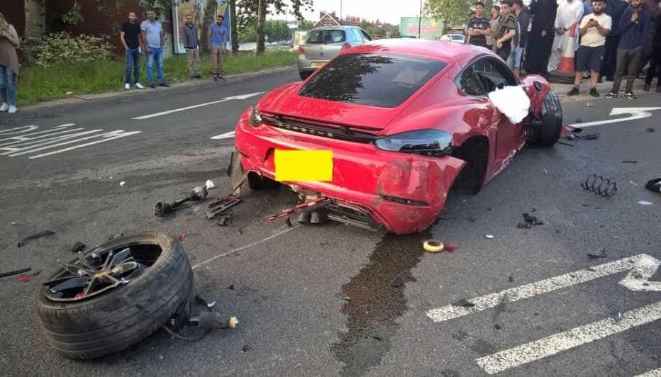 Motoristas 'somem' após batida entre Ferrari e Porsche
