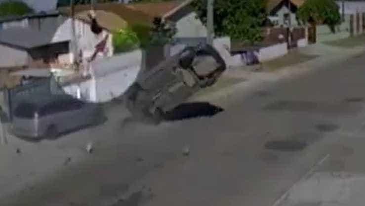Homem é arremessado de carro durante perseguição policial no Paraná