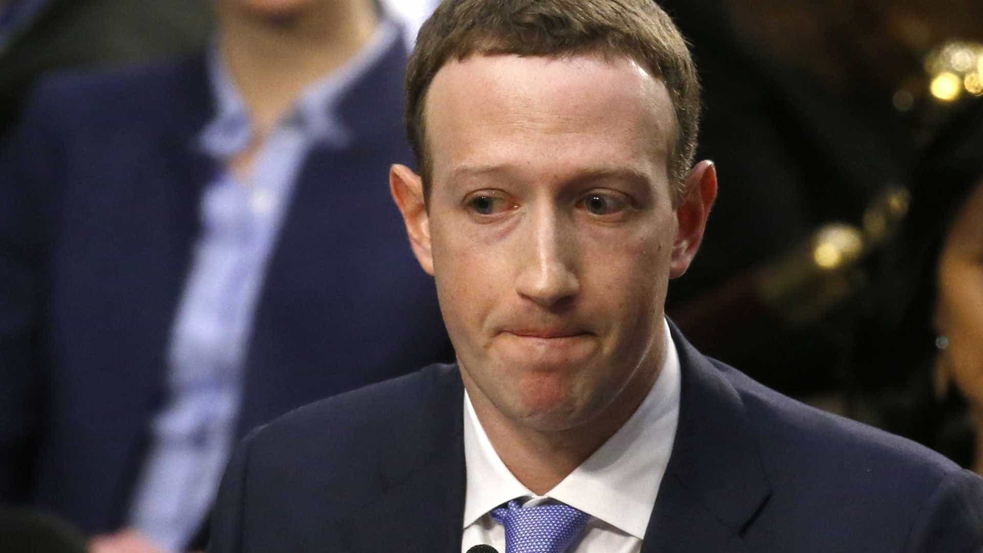 Zuckerberg nega que deixará comando do Facebook