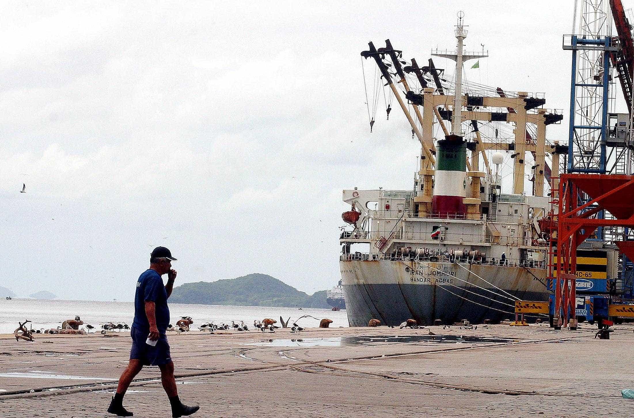 Greve dos caminhoneiros diminui operações no porto de Paranaguá em 27%