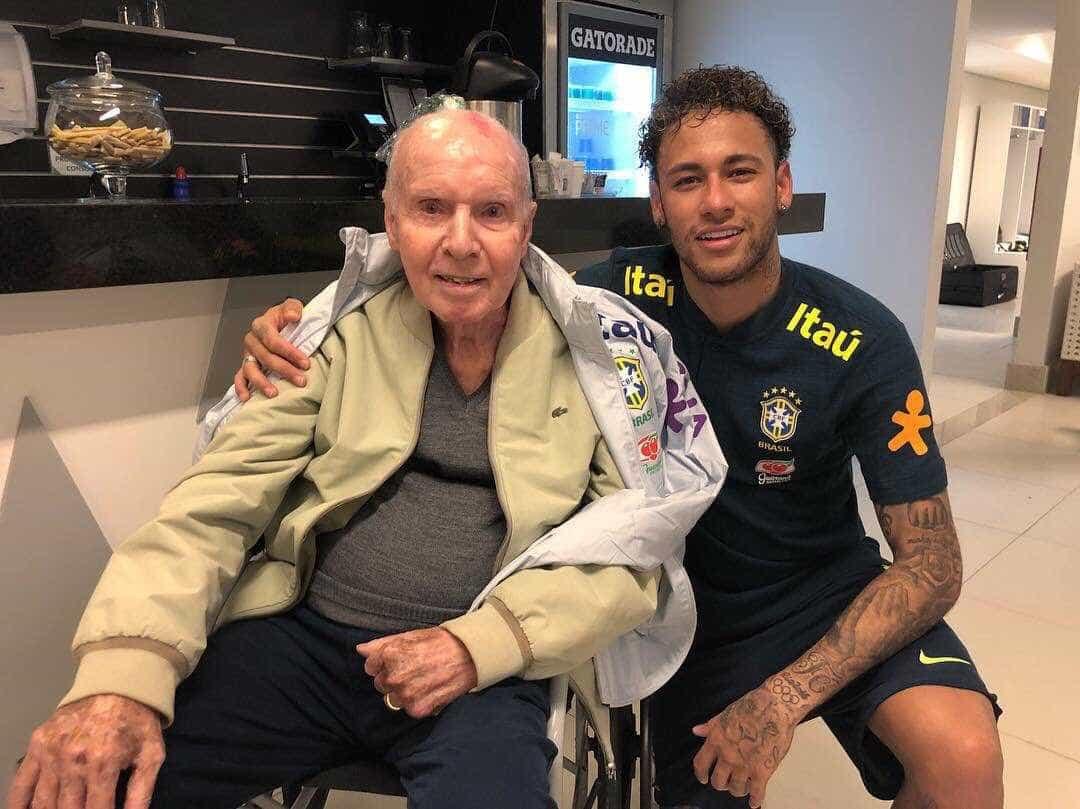 Neymar posa com Zagallo e resgata frase 'vocês vão ter que me engolir'