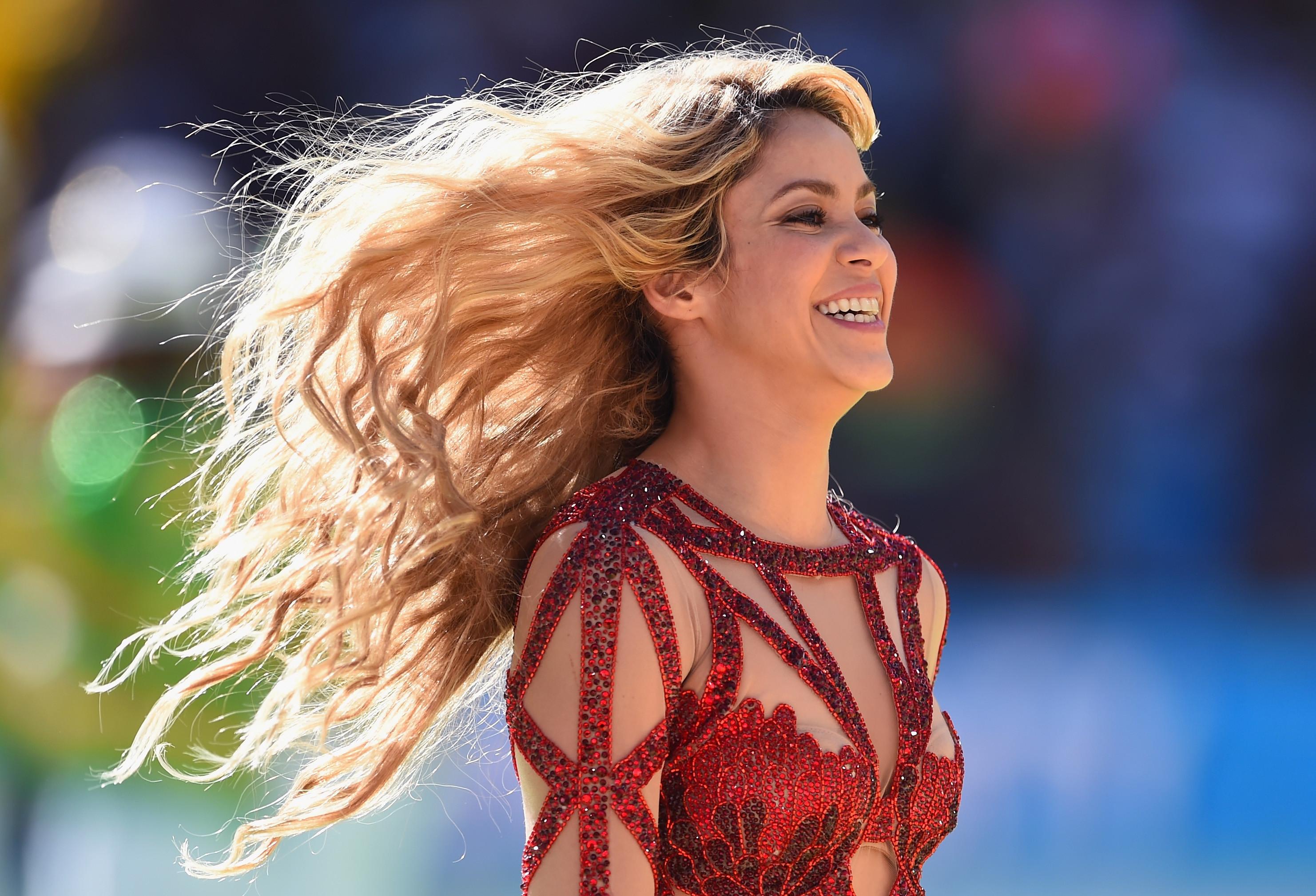 Shakira come formigas pela primeira vez; veja a reação da cantora