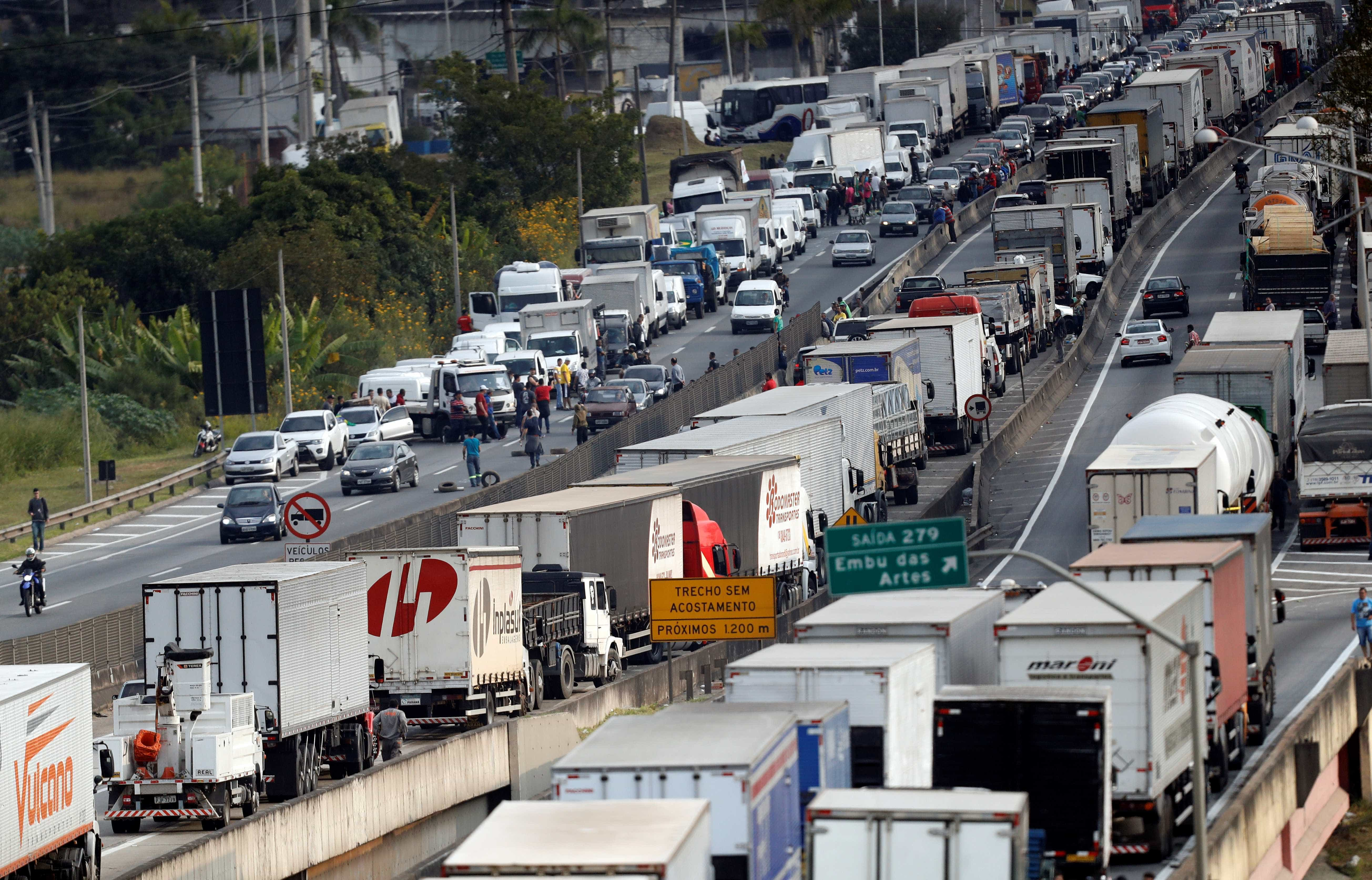 AGU recomendará a Temer veto à anistia de multa de caminhoneiros