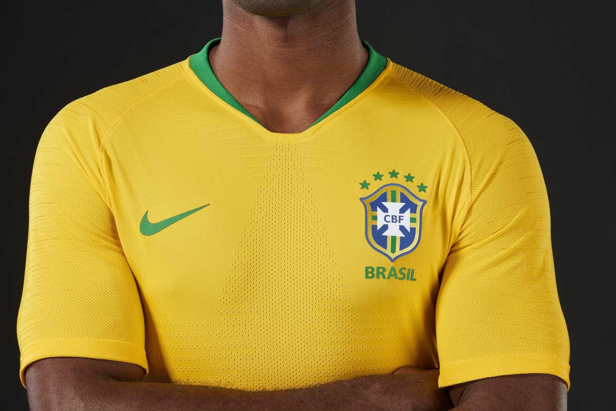 Novo golpe no WhatsApp promete camisa da seleção de graça