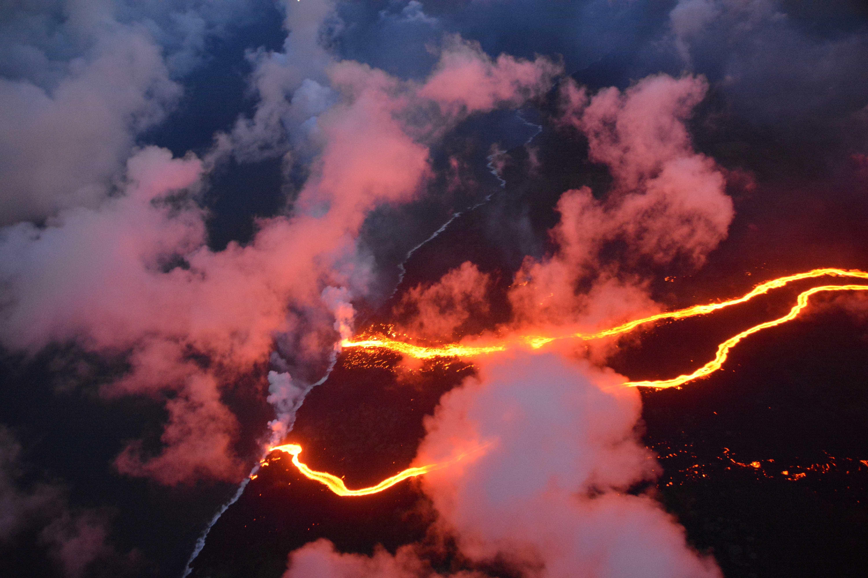 Lava de vulcão 'engole' casa de brasileira no Havaí
