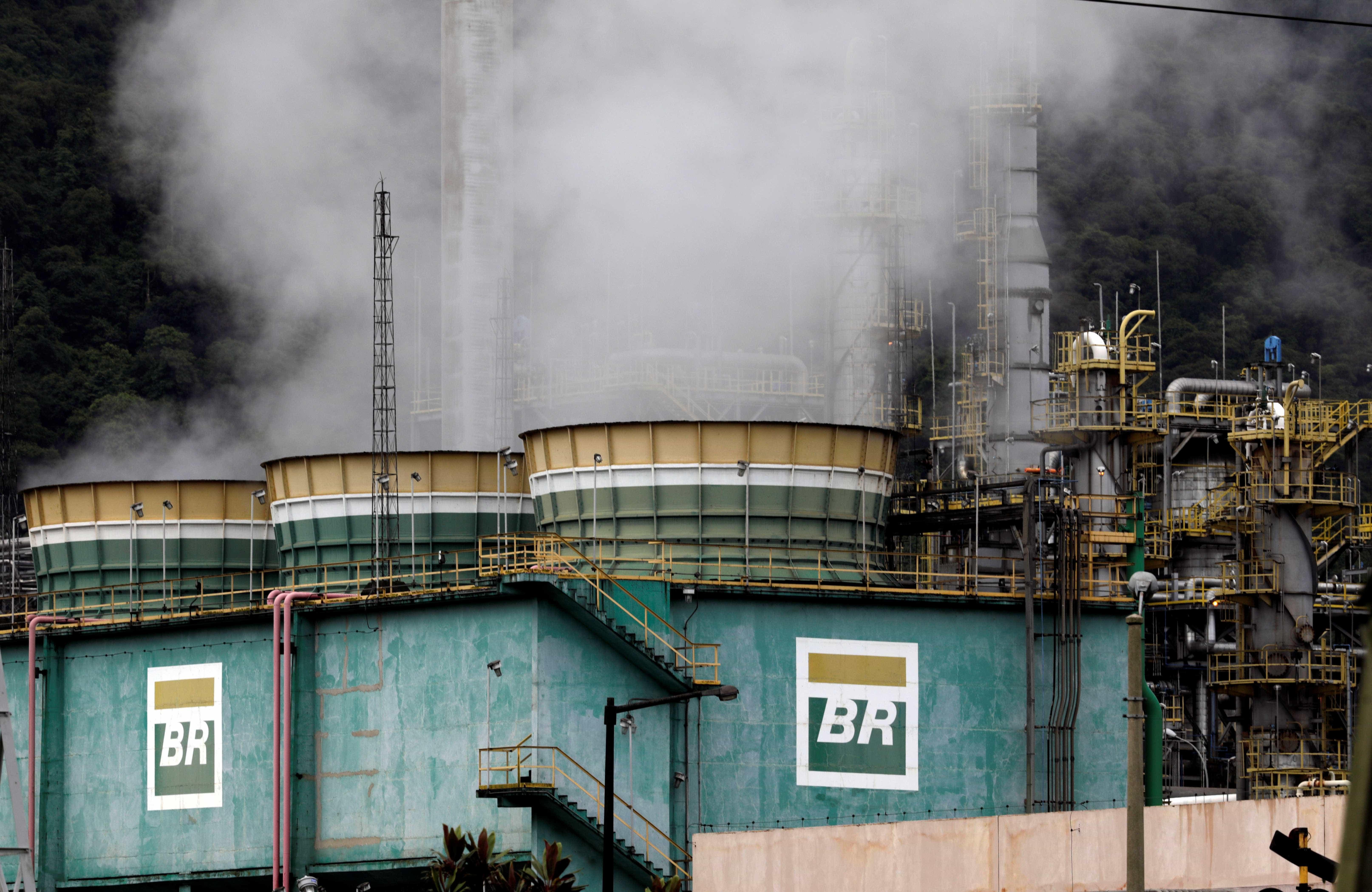 Petrobras mantém preço da gasolina em refinarias a R$ 1,6094 no sábado