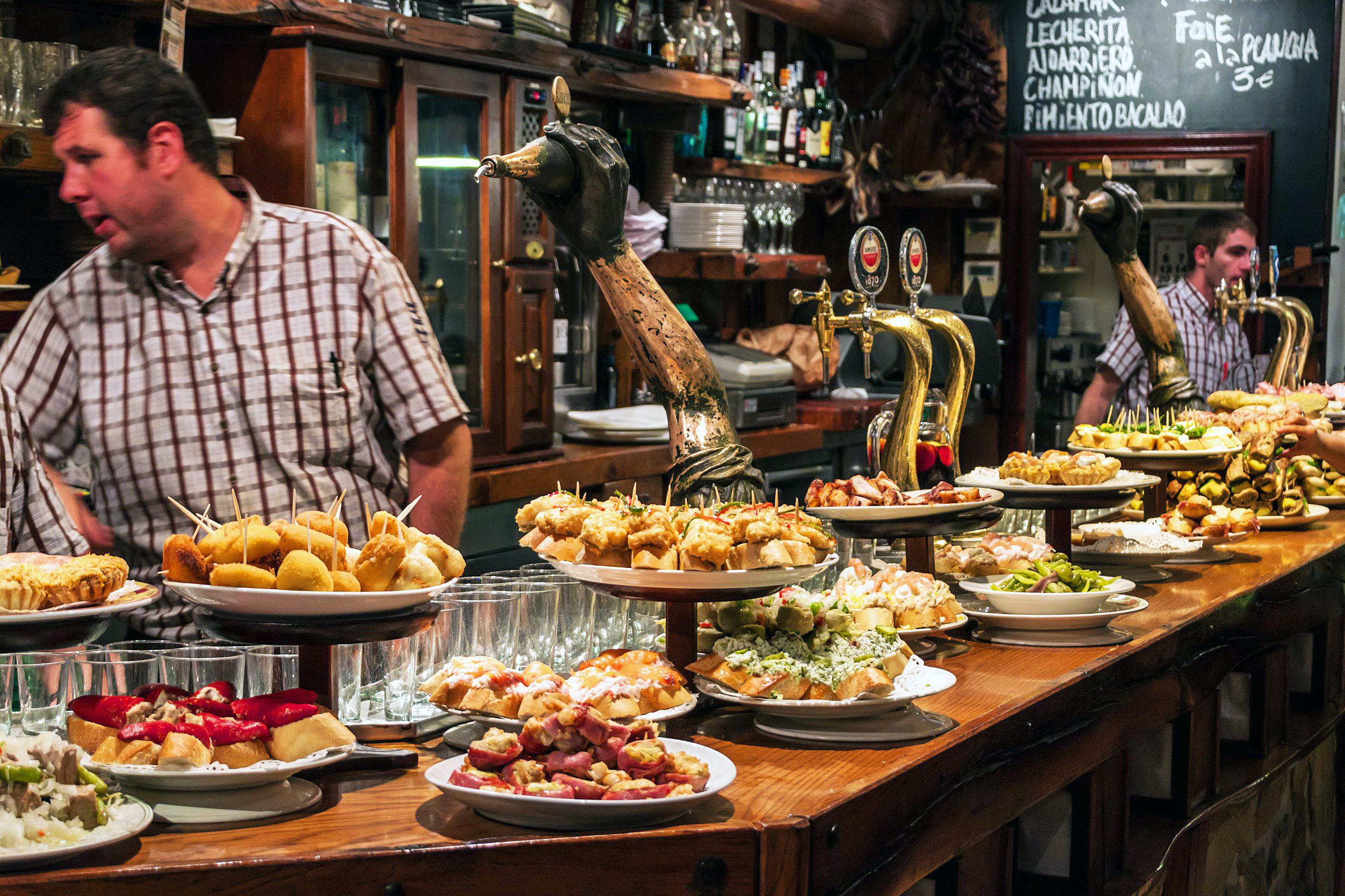 Os melhores destinos gastronômicos, segundo Anthony Bourdain