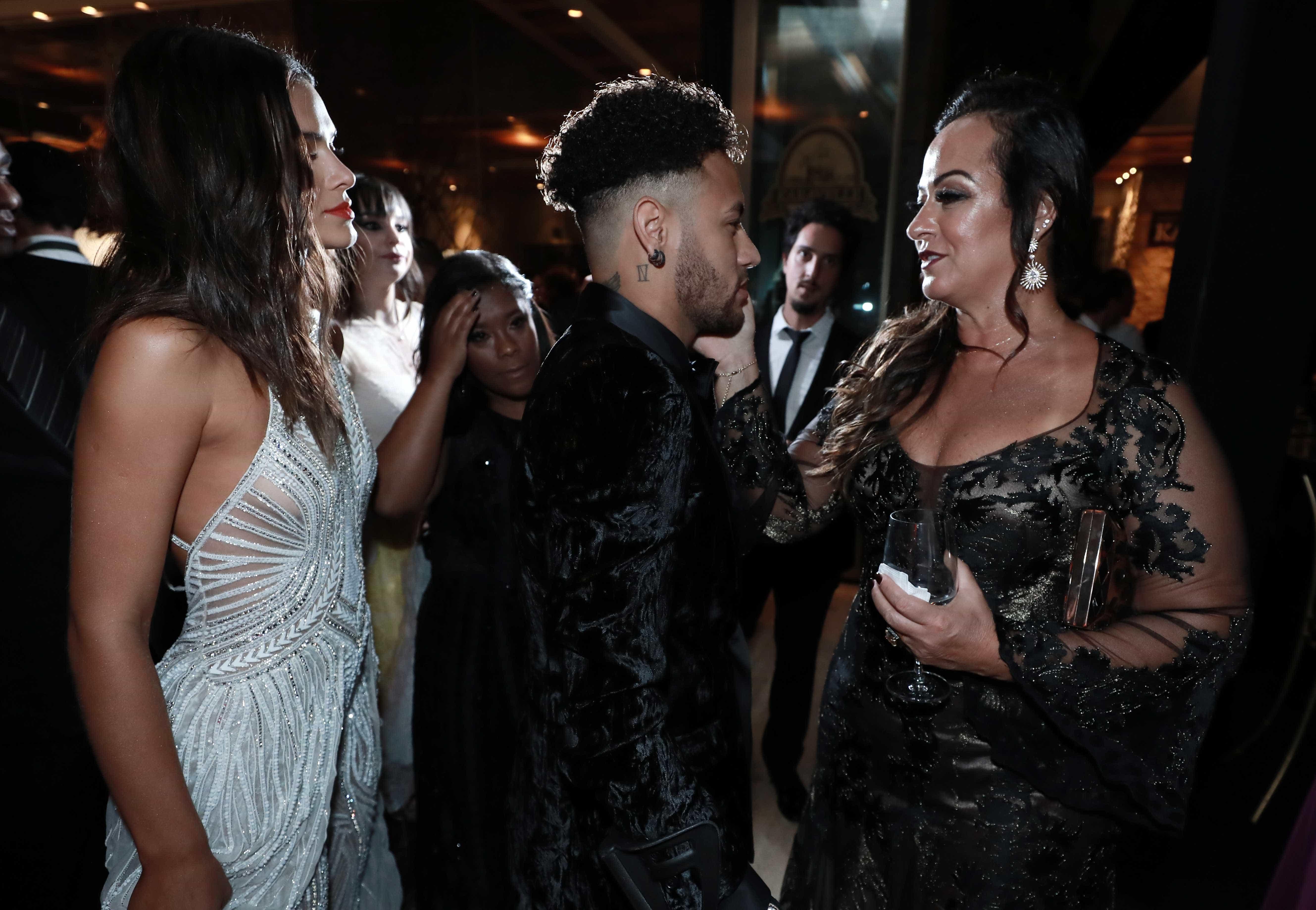 Mãe de Neymar fala sobre críticas a comercial: 'Não tem amor próprio'