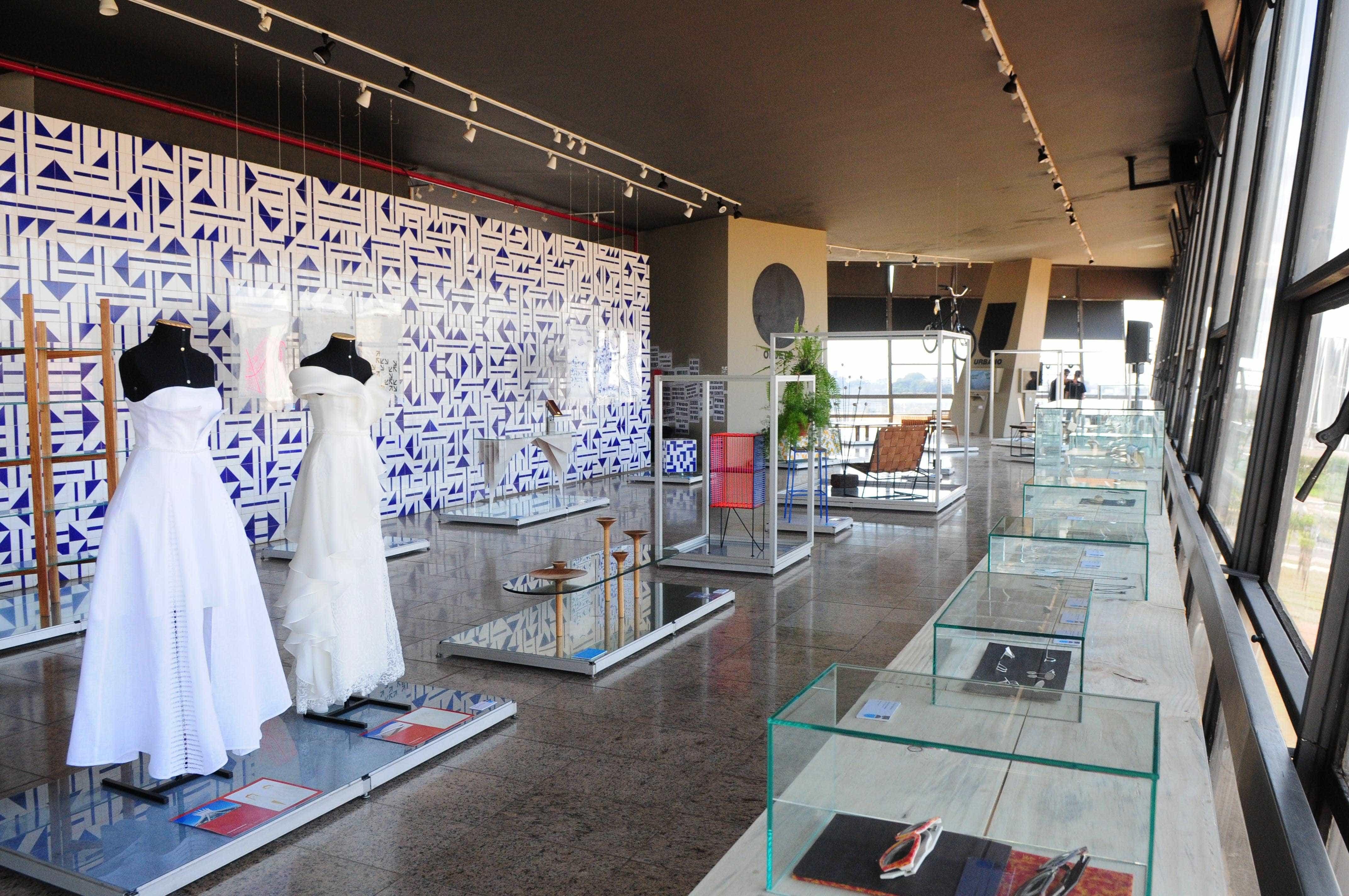 Mostra sobre design 'made in Brasília' reúne obras de 60 artistas