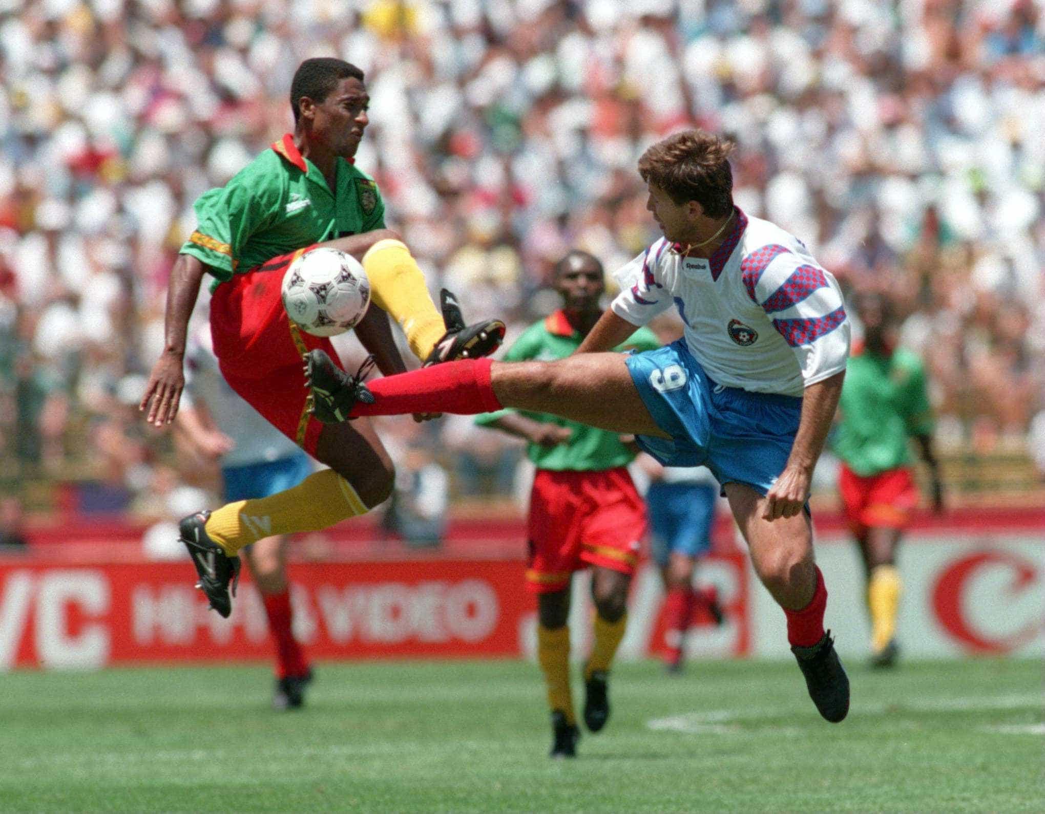 Salenko e Roger Milla entraram para a história das copas há 24 anos