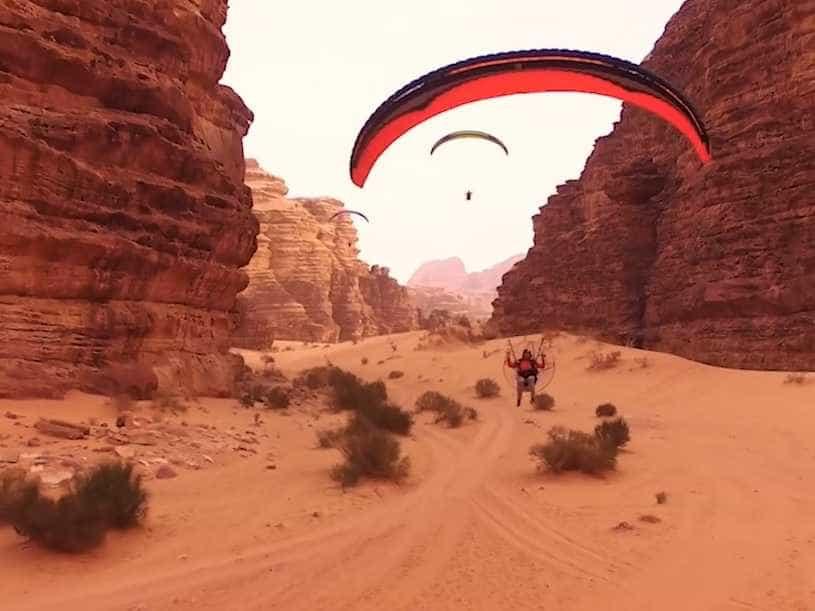Um voo deslumbrante sobre a Jordânia