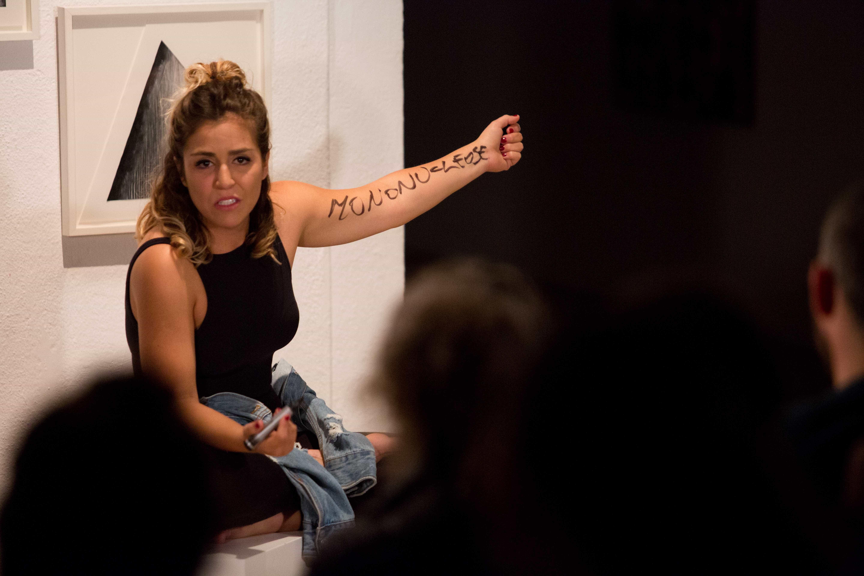 Brasileira é aclamada em estreia de monólogo em Lisboa