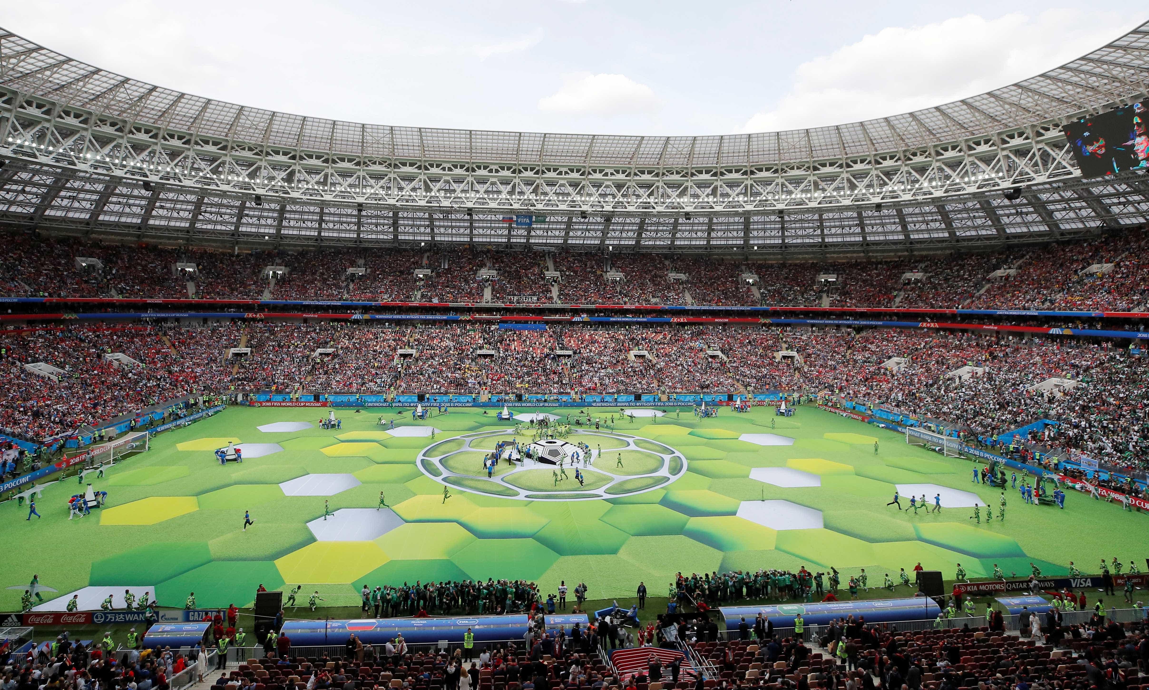 Professor afastado por licença médica aparece na Copa do Mundo