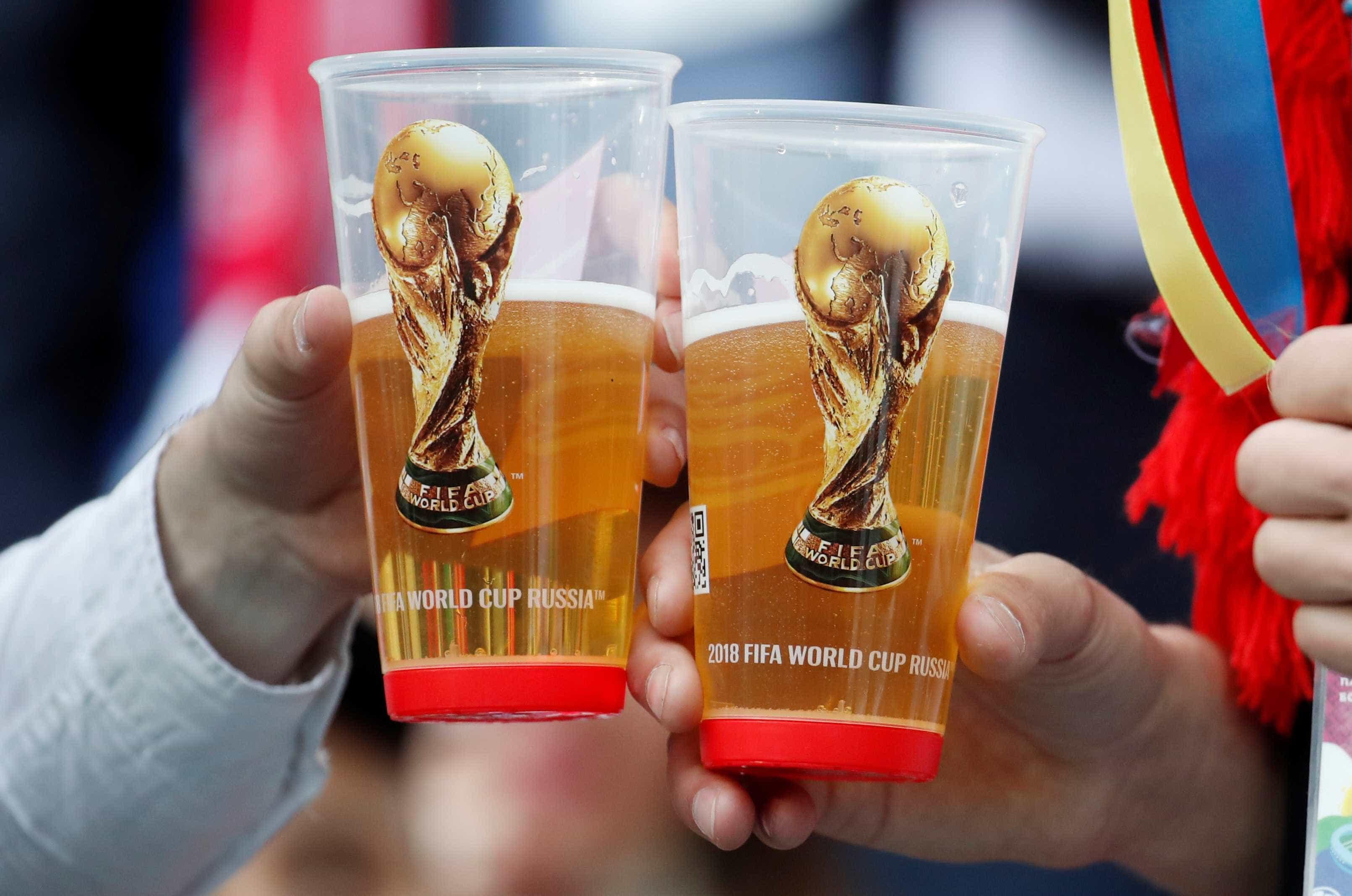 Cerveja quase dobra de preço de uma Copa para outra