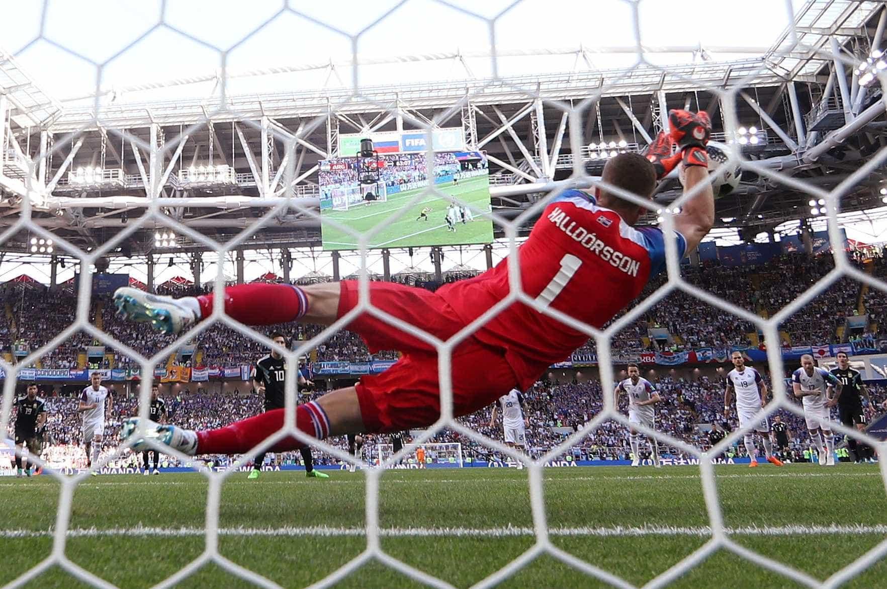Herói da Islândia, goleiro diz ter estudado pênaltis de Messi por anos