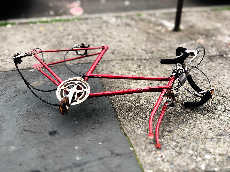 Ciclista é suspeito de ter matado mulher antes de ser atropelado