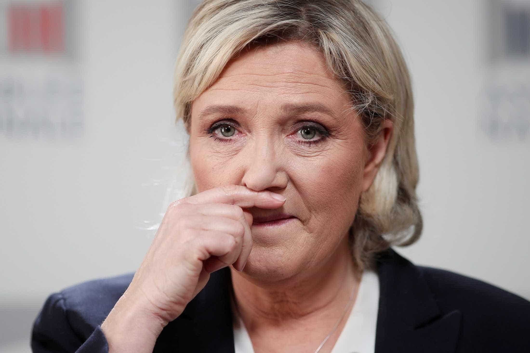 Marine Le Pen é condenada a devolver 300 mil euros à UE