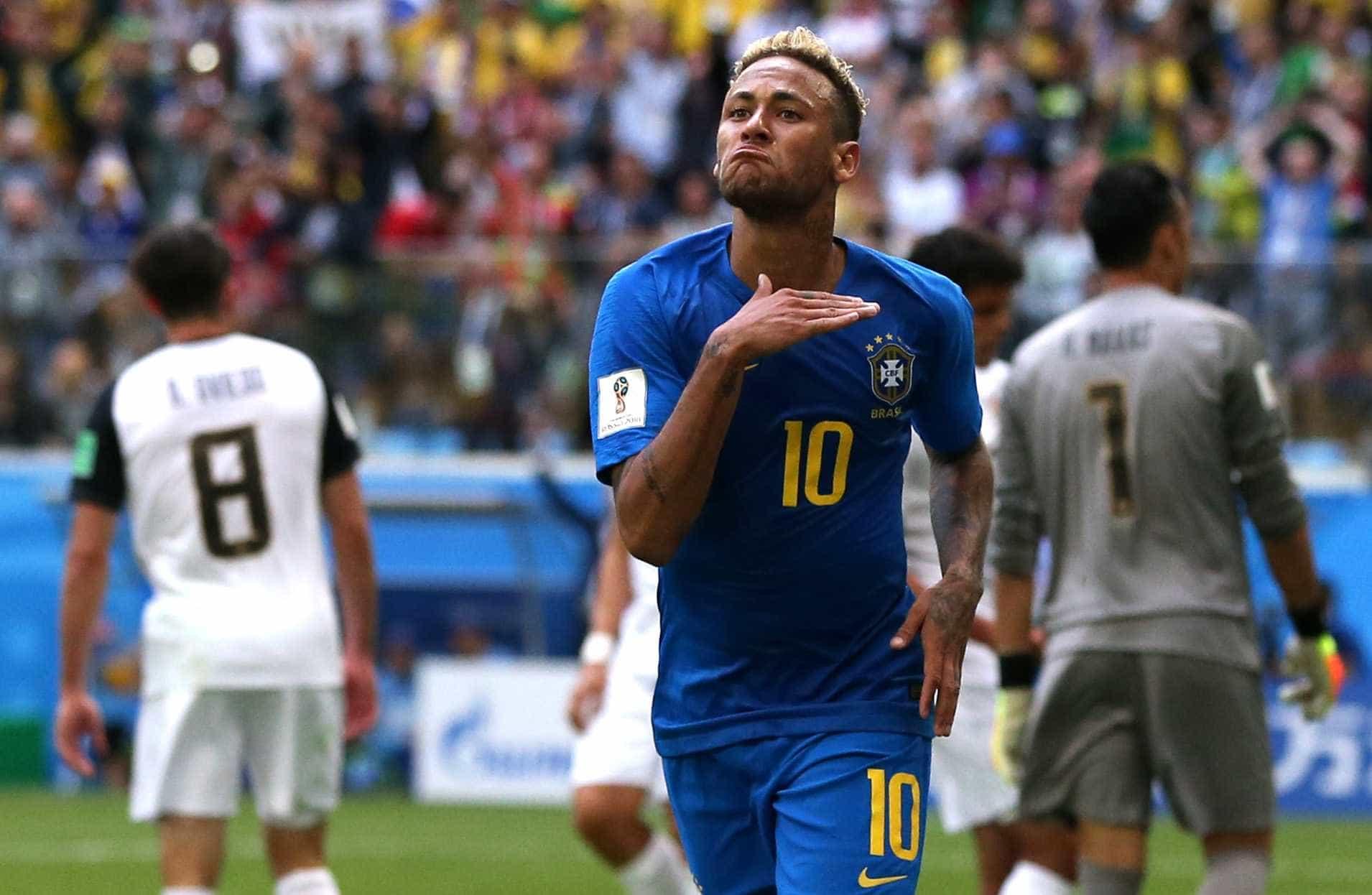Recado para alguém? Neymar comemora gol com gesto 'ceifador'