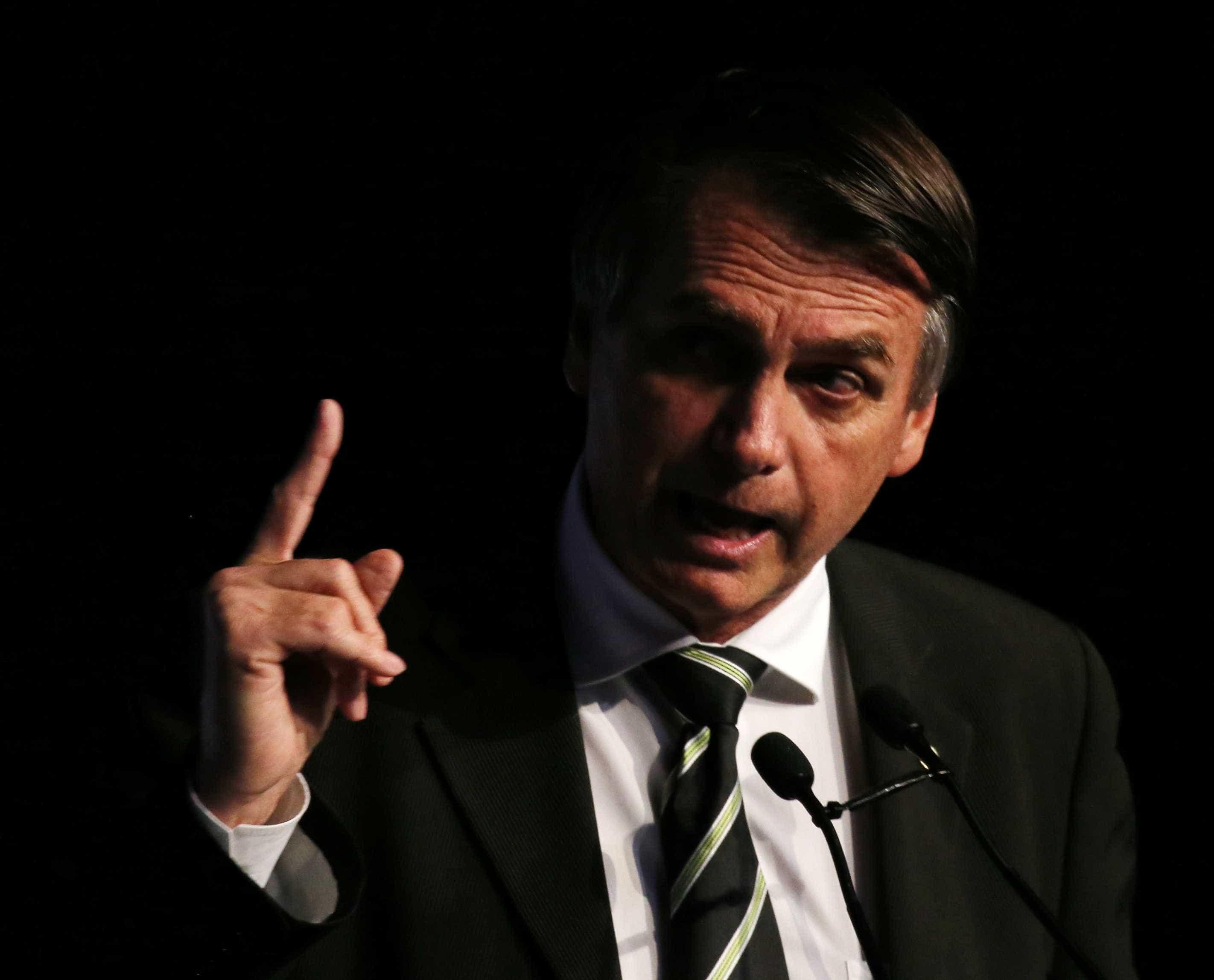 Bolsonaro faz ofensiva para rebater acusações de misoginia