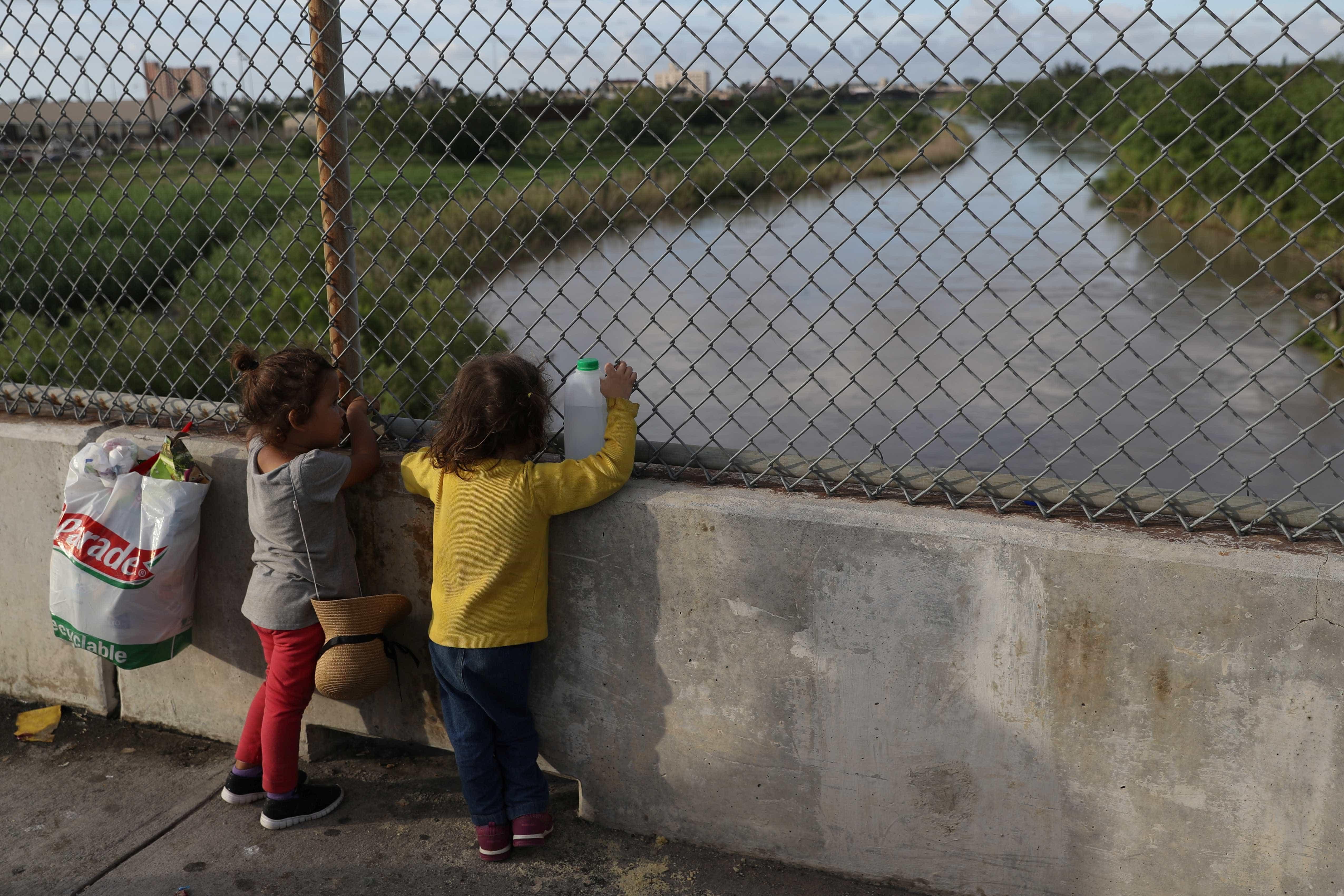 Só 2 crianças imigrantes menores de 5 anos foram reunidas aos pais