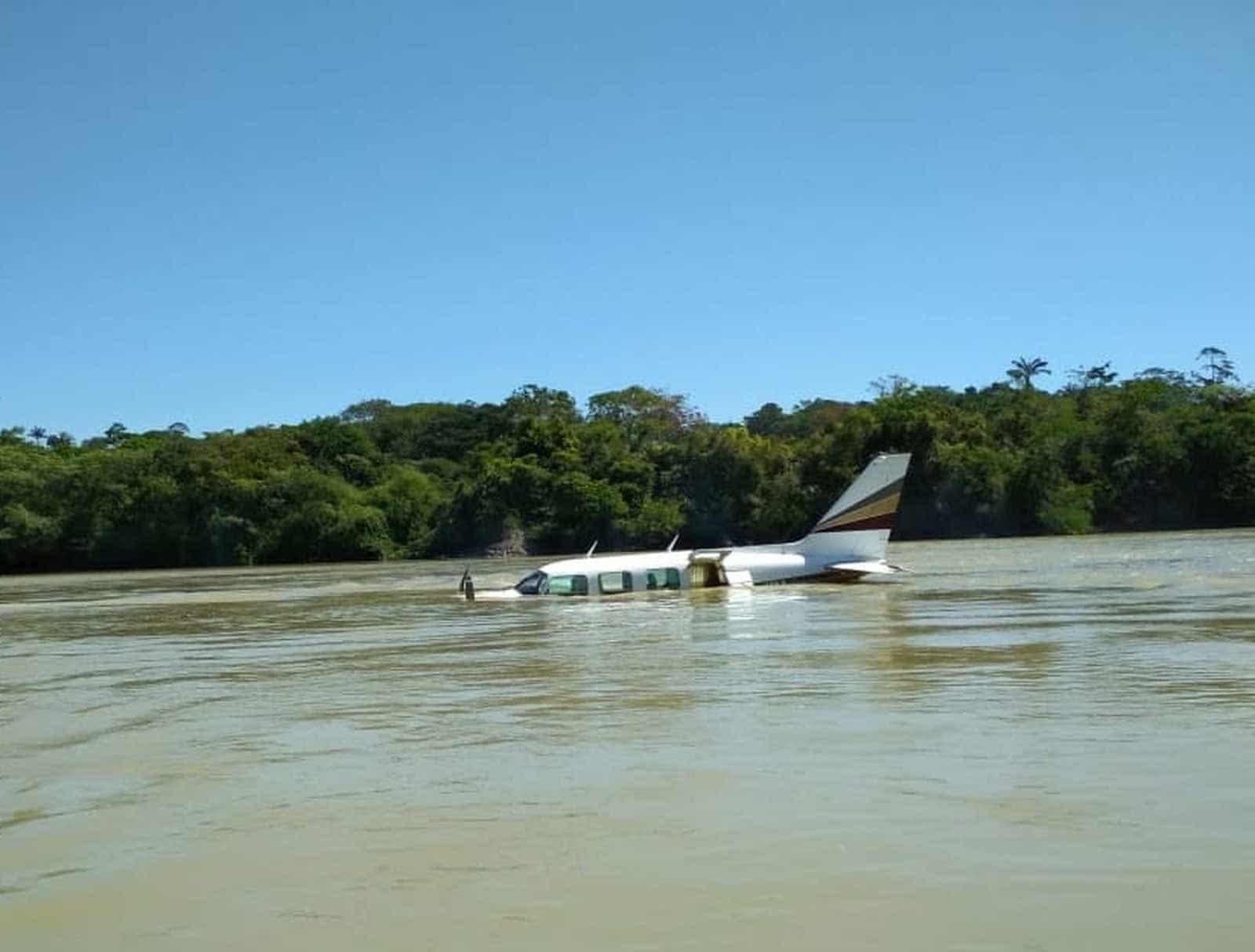 Piloto mata assassino em avião e faz pouso forçado em rio do Pará