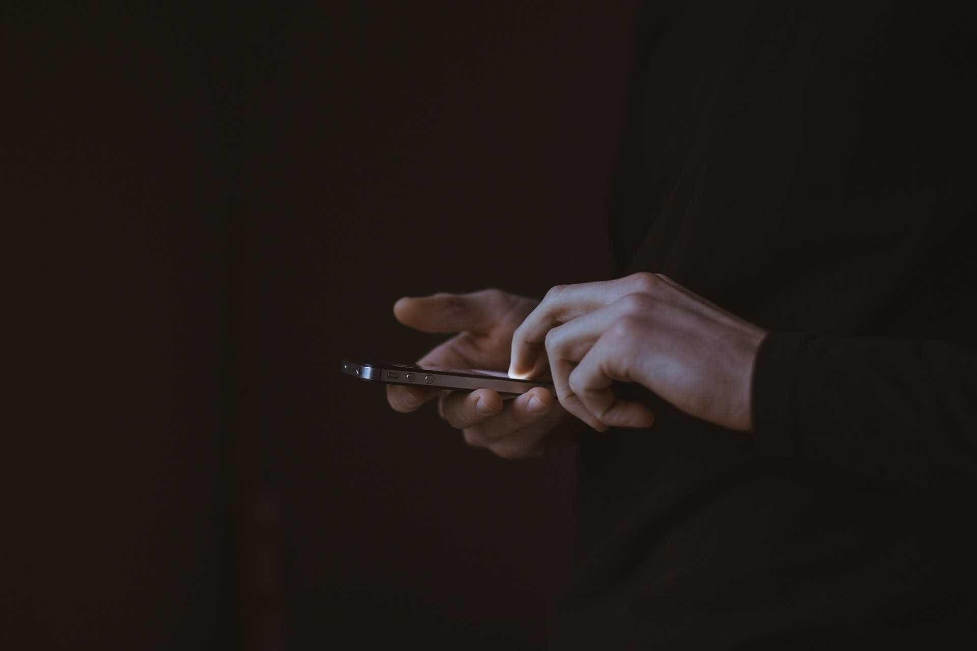 Anatel notifica usuários de 15 estados sobre bloqueio de celulares