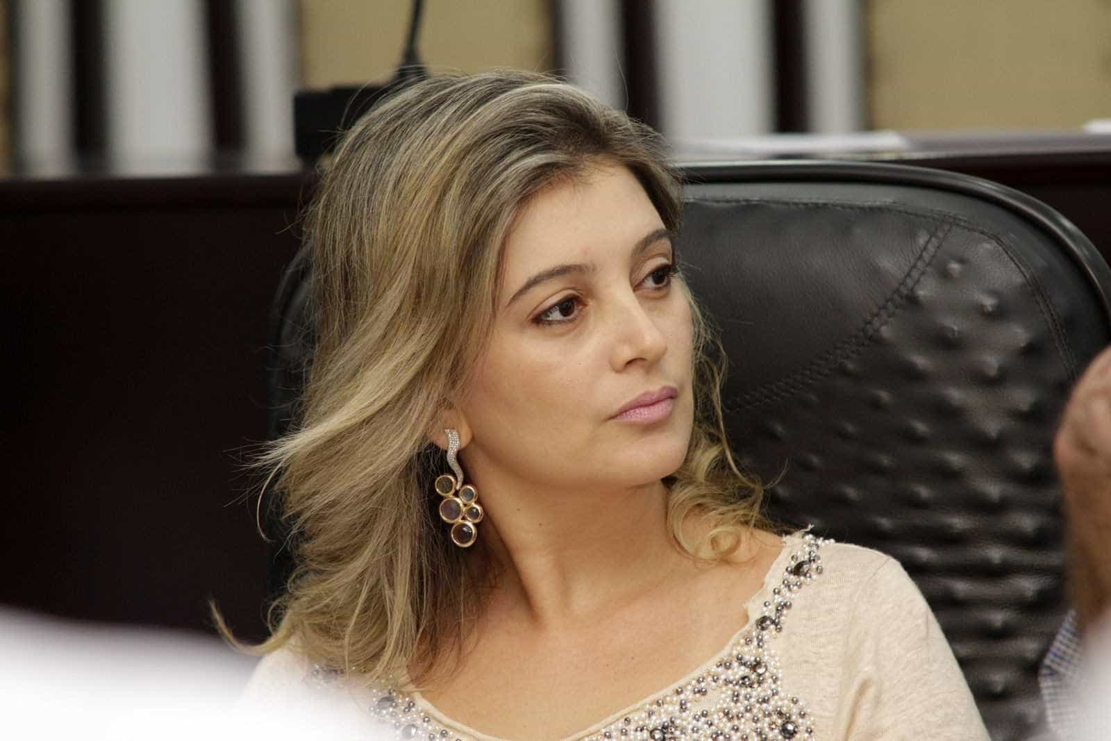 Mandato de Luciane Bezerra é cassado e vice assume prefeitura