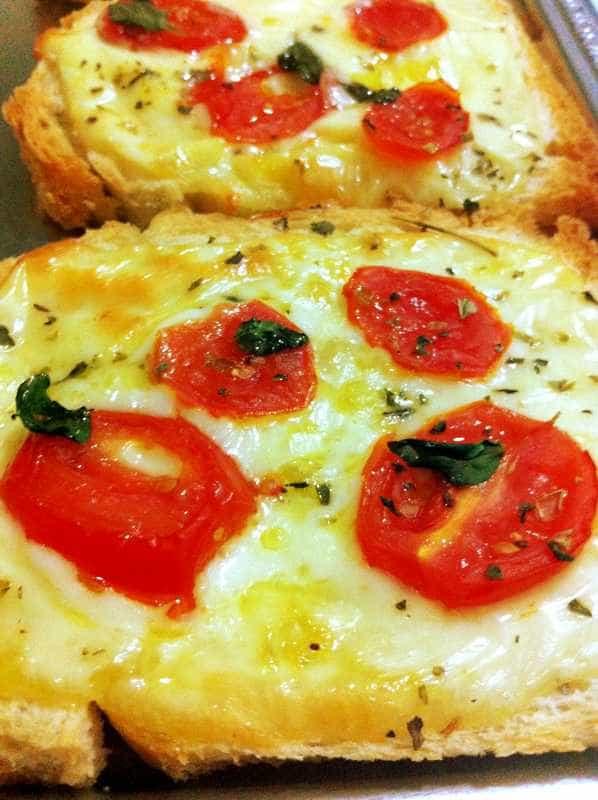 No dia da Pizza, aprenda a fazer a versão de pão de forma