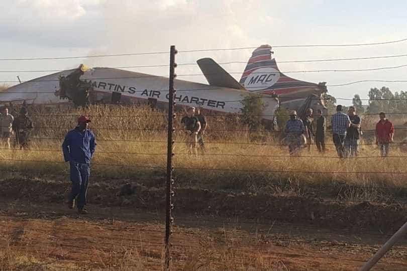 Queda de avião na África do Sul deixa feridos