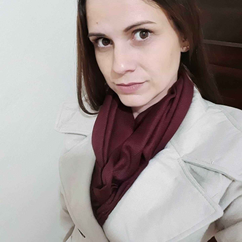Mulher posta foto com rosto ensanguentado e denuncia ex; imagens fortes