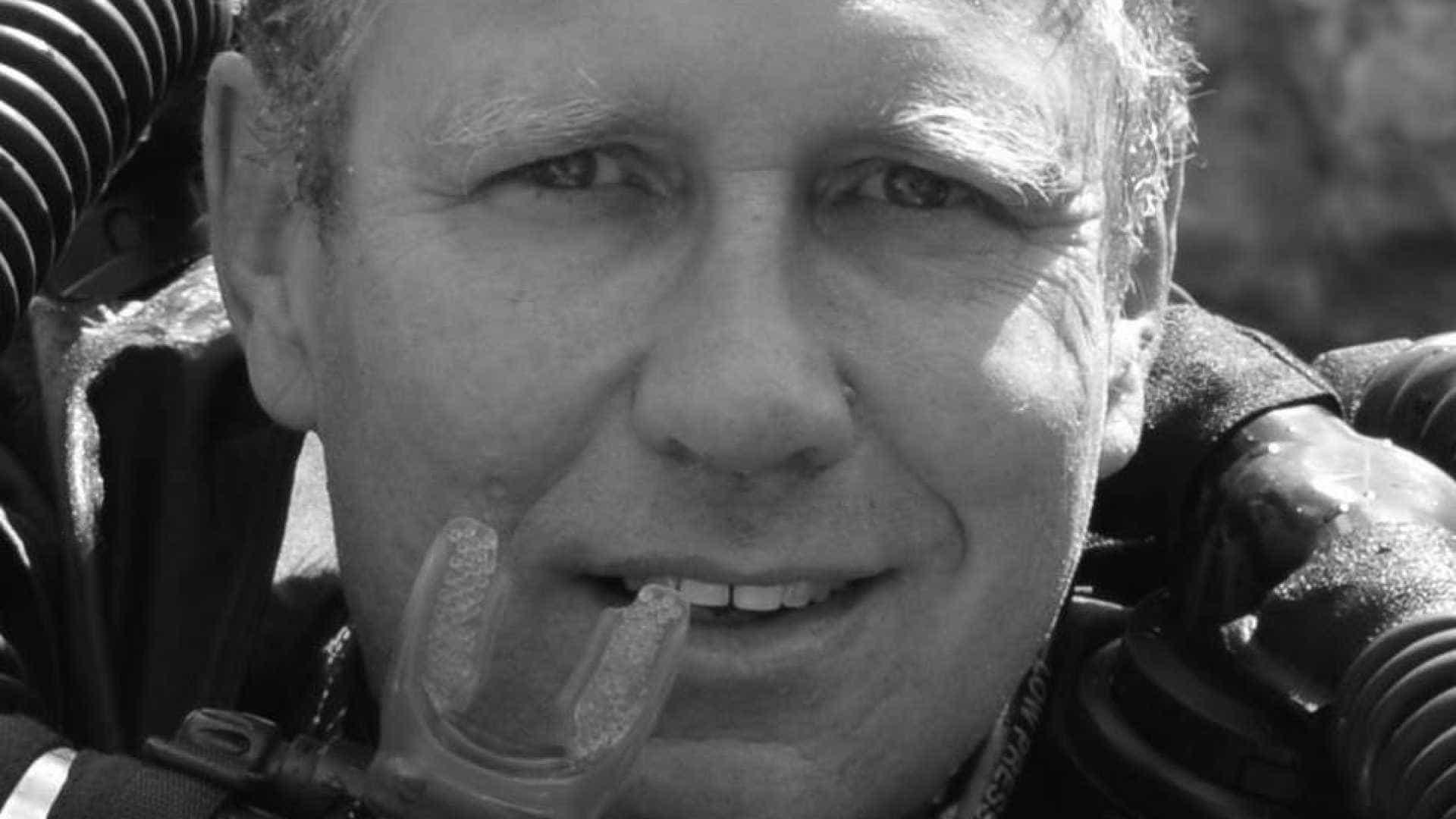Após sair da gruta, médico australiano descobre que o pai morreu