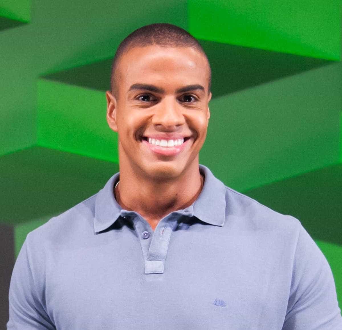 Sucesso na Copa, apresentador é promovido na Globo e causa mal-estar